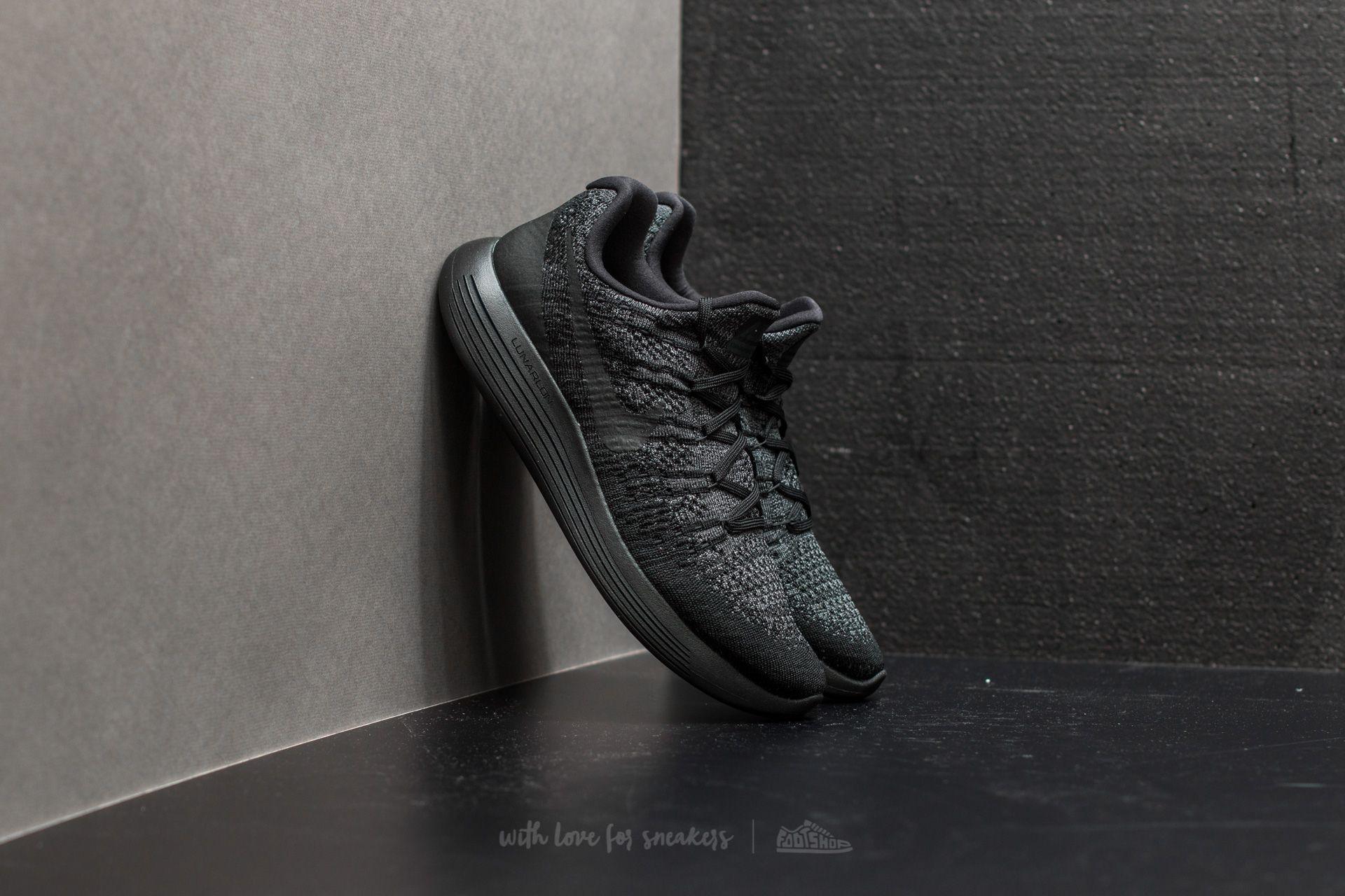 mini hierro Besugo  Men's shoes Nike Lunarepic Low Flyknit 2 Black/ Black-Dark Grey | Footshop