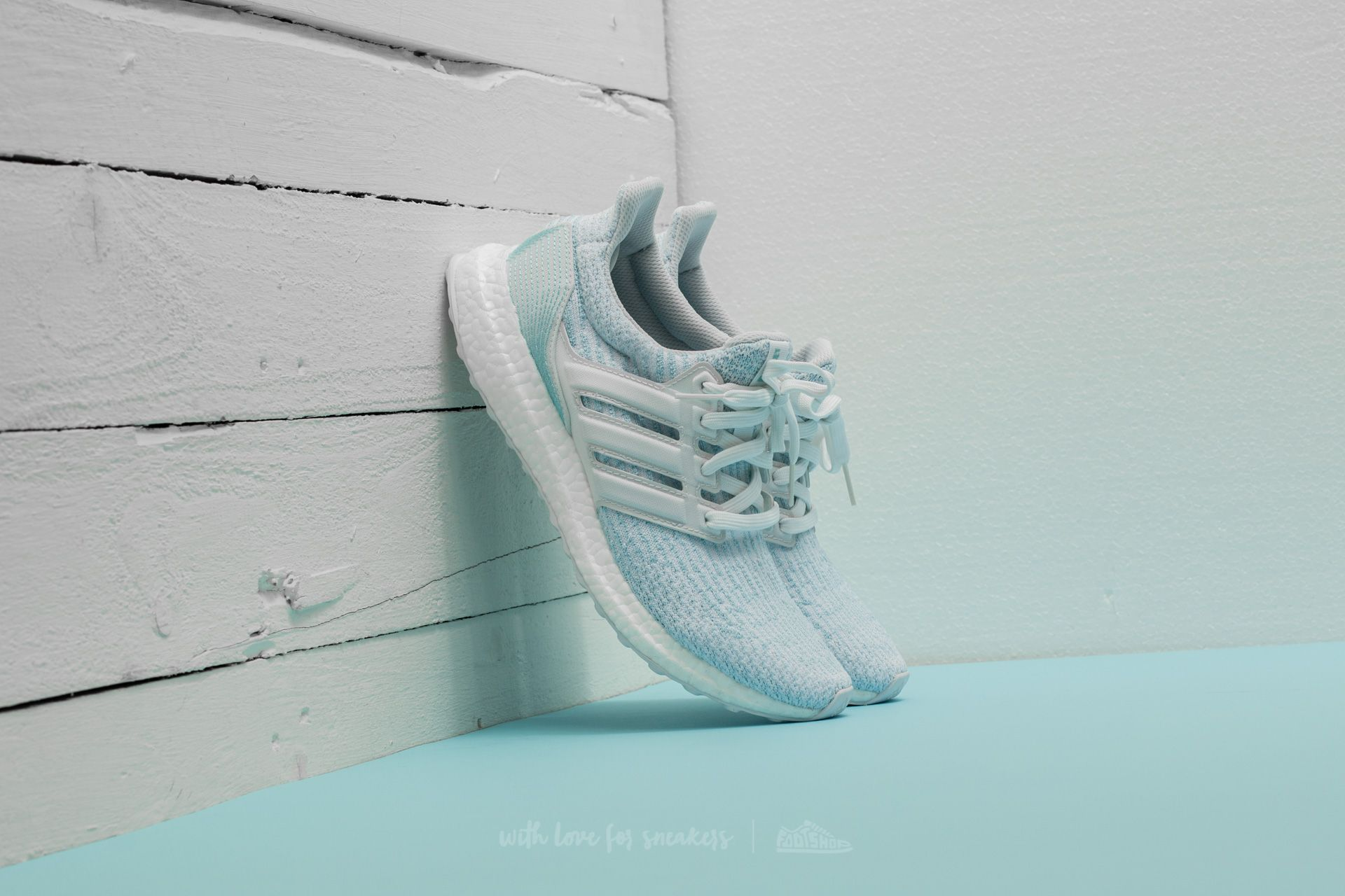 Zapatillas Hombre adidas x Parley UltraBoost Ftw White/ Ftw White/ Icey Blue