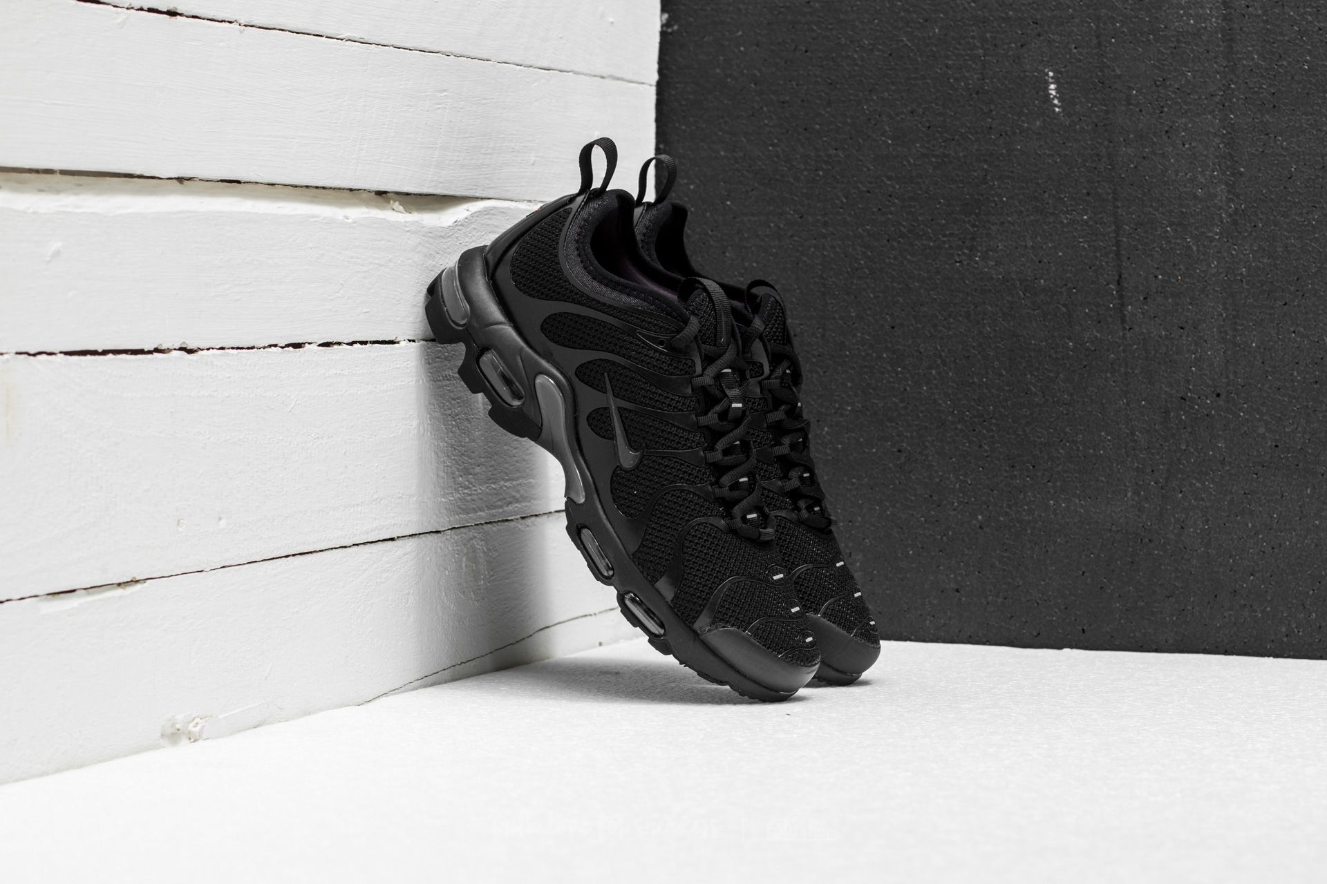 Nike Air Max Plus TN Ultra Black  Anthracite-Black  044accc93