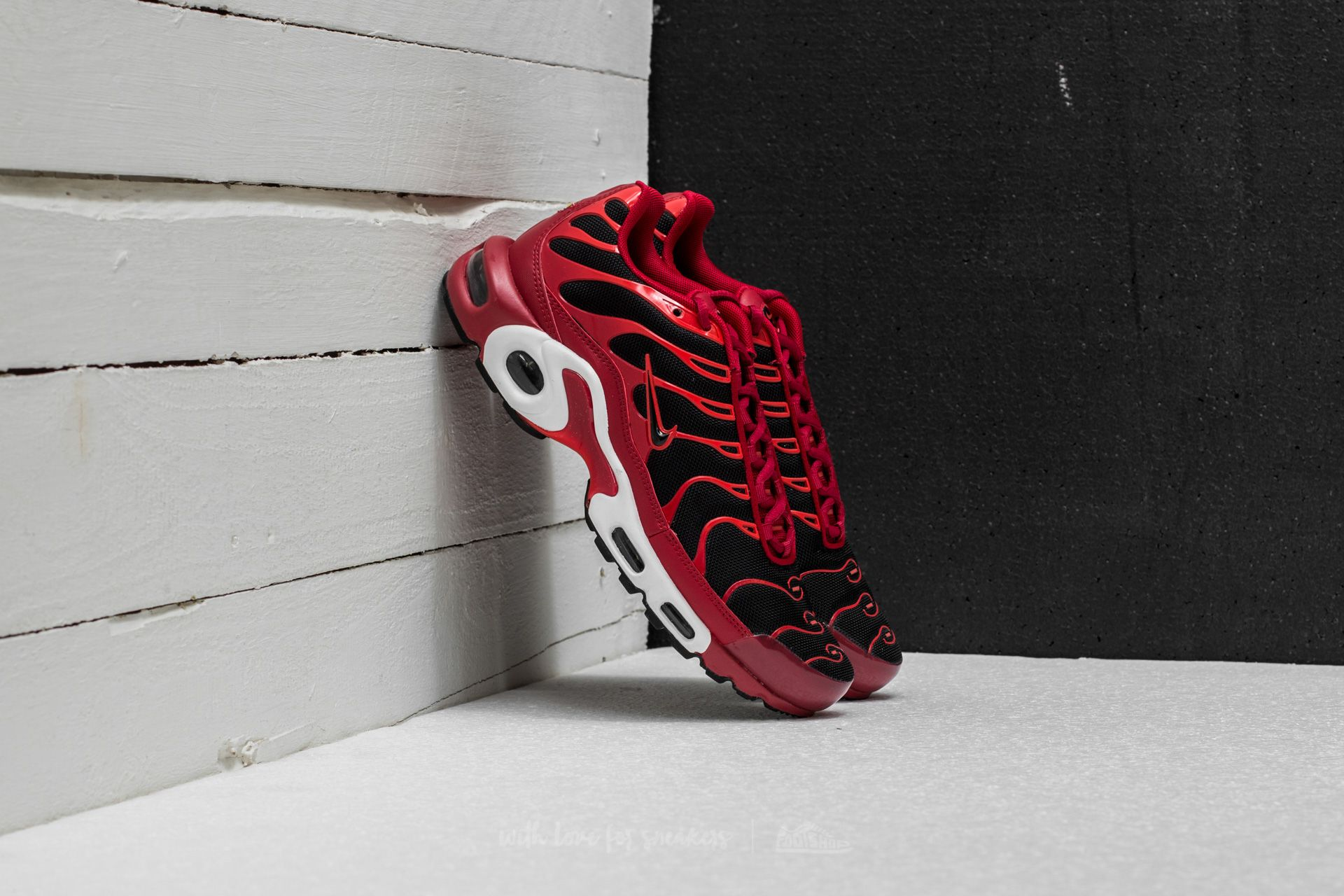af45fc1baa9 ... authentic nike air max plus. tough red black chile red e9e4c 2a237 best nike  airmax plus tn red and ...