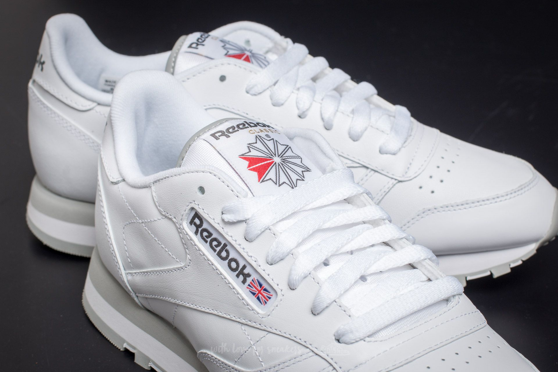 reebok white & red sports shoes