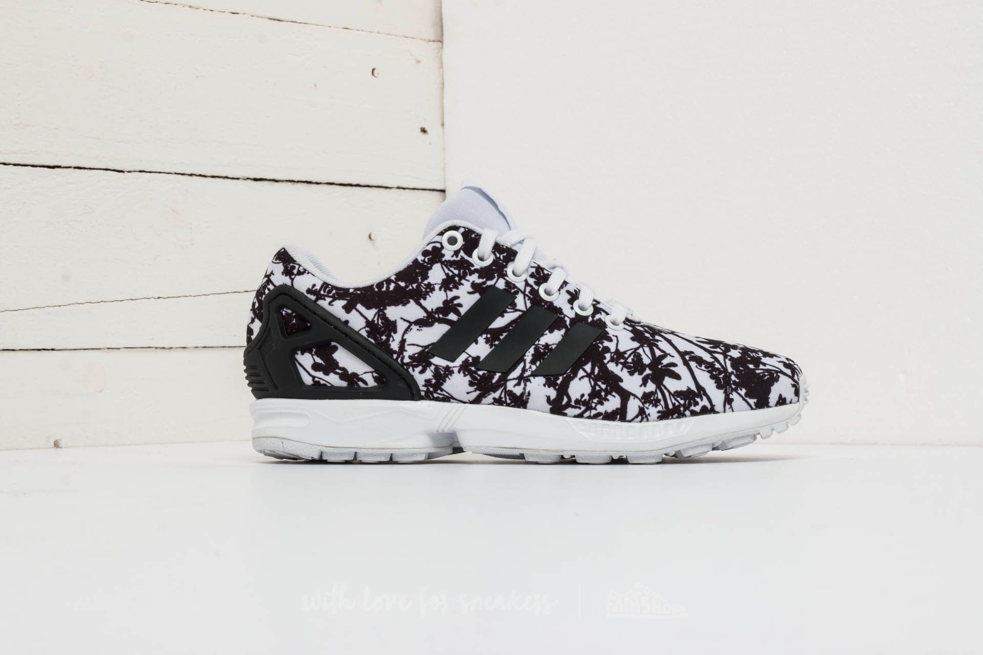low priced 12c84 0d0d1 adidas ZX Flux W Ftw White Core Black Ftw White at a great price