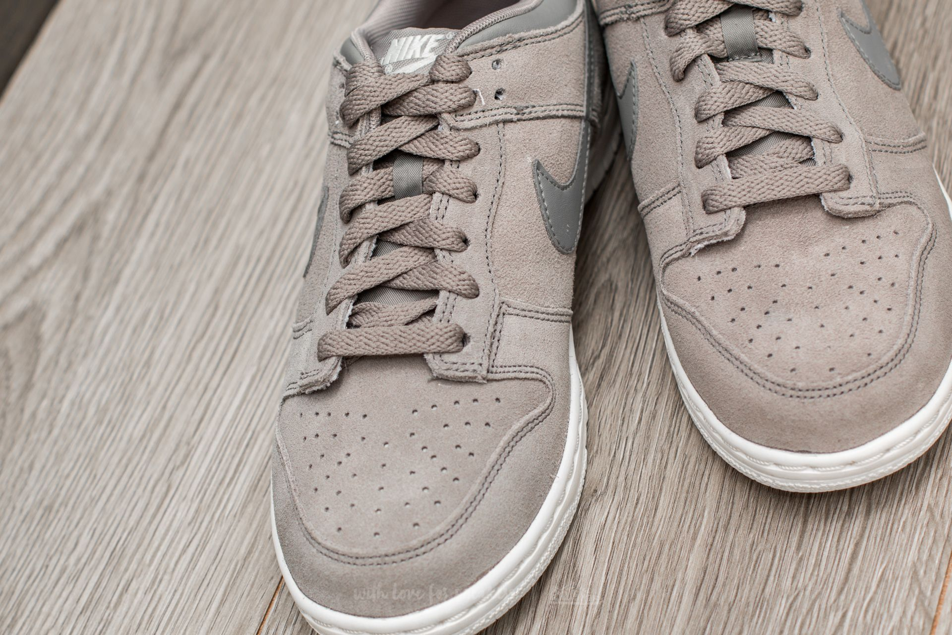 outlet store b88ad aead6 Nike Dunk Low SE (GS) Dust/ Dust-Summit White | Footshop