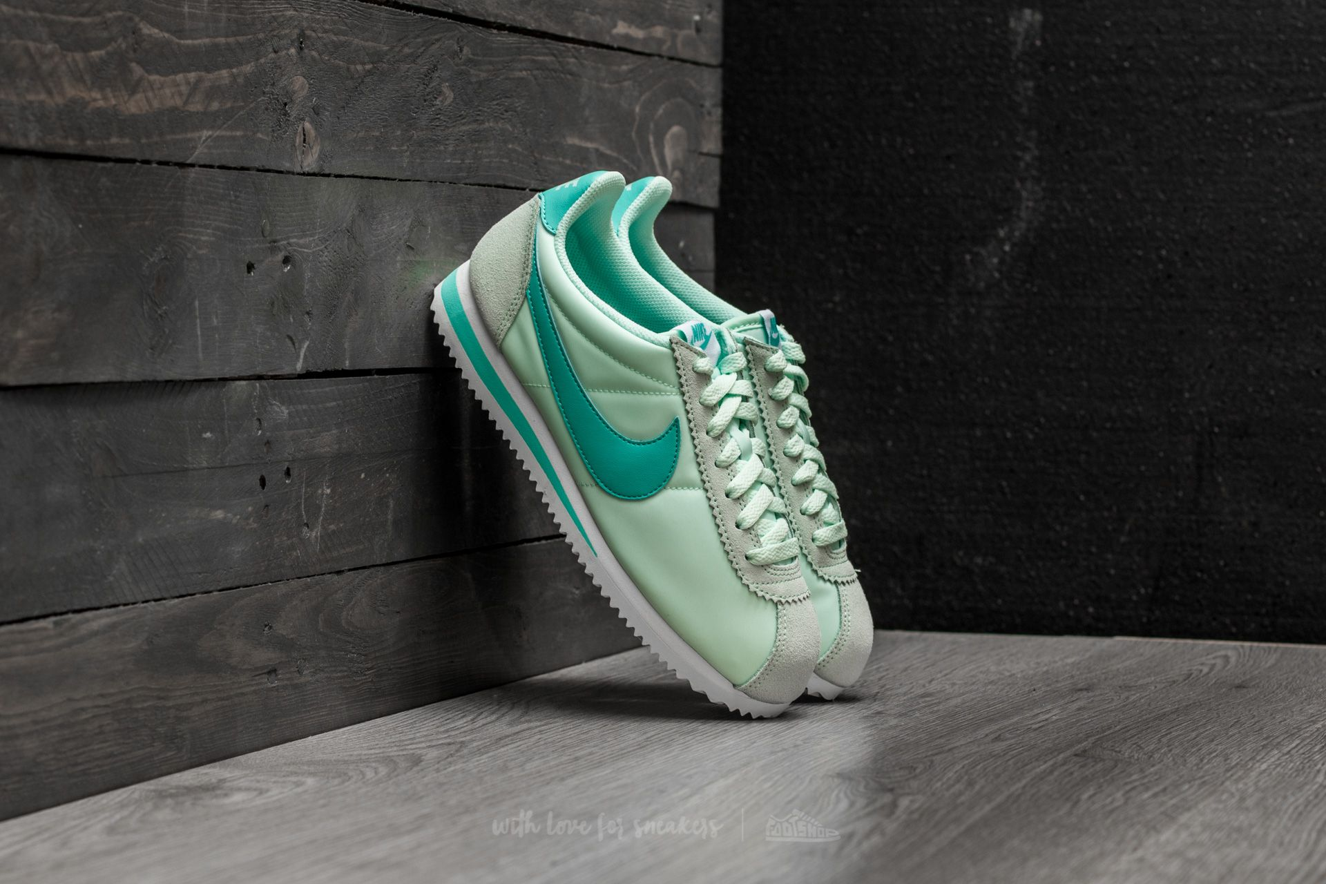 newest eb3d3 9e2cf Nike Wmns Classic Cortez Nylon Igloo/ Aurora Green-White   Footshop