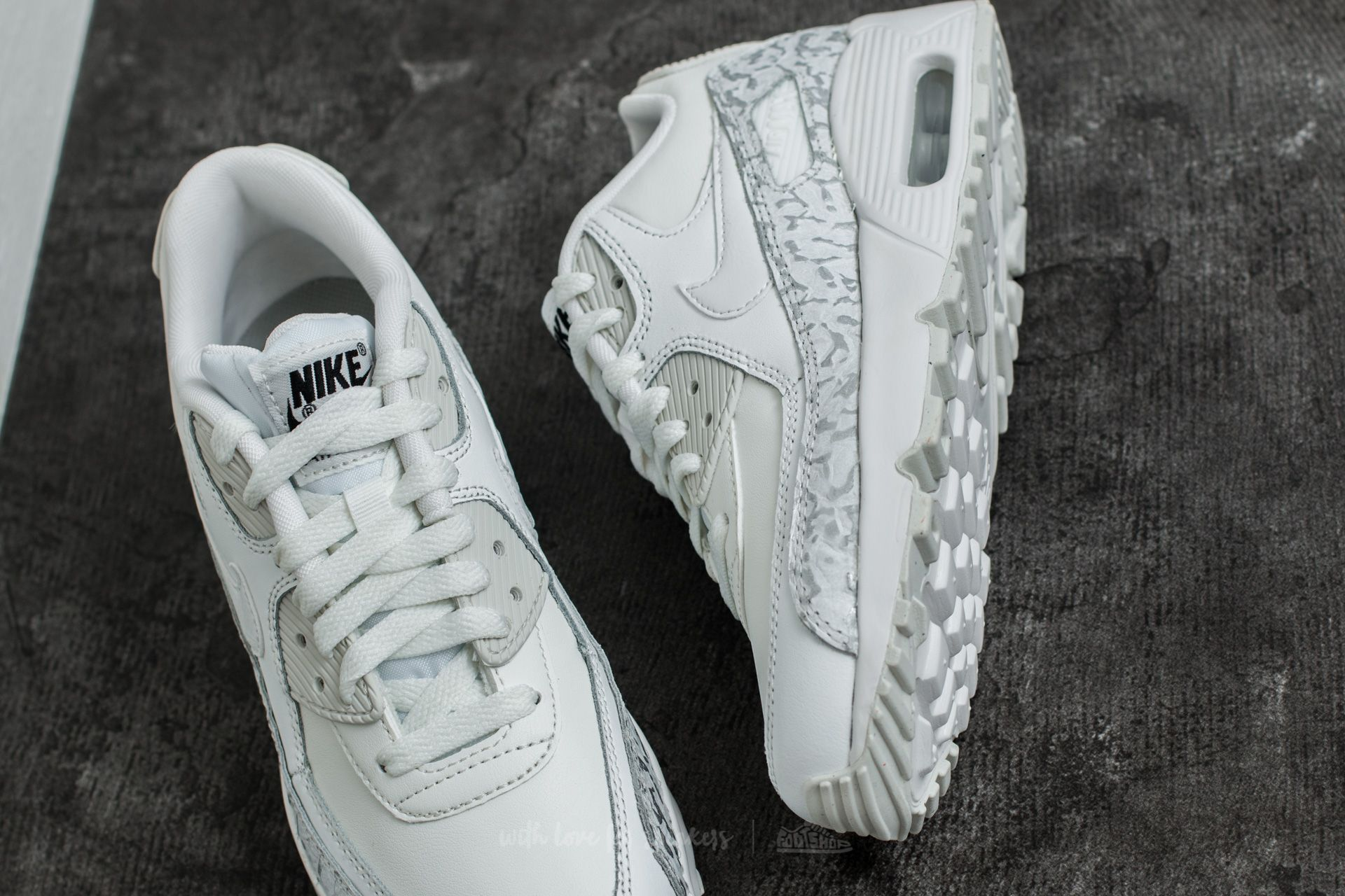 Women's shoes Nike Air Max 90 Leather