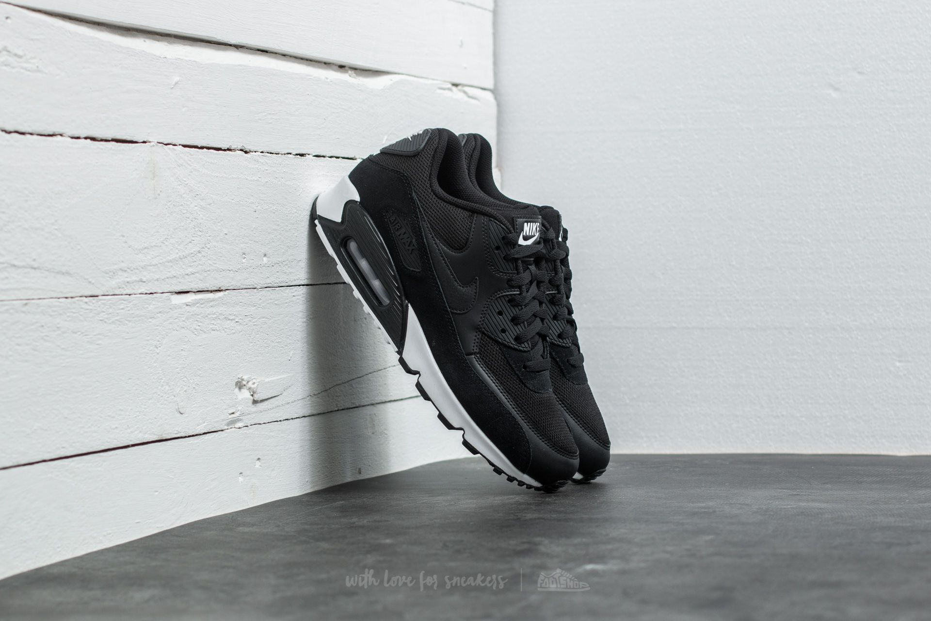 Nike Air Max 90 Essential Black  Black-White at a great price 139 € e78d69ac58a7