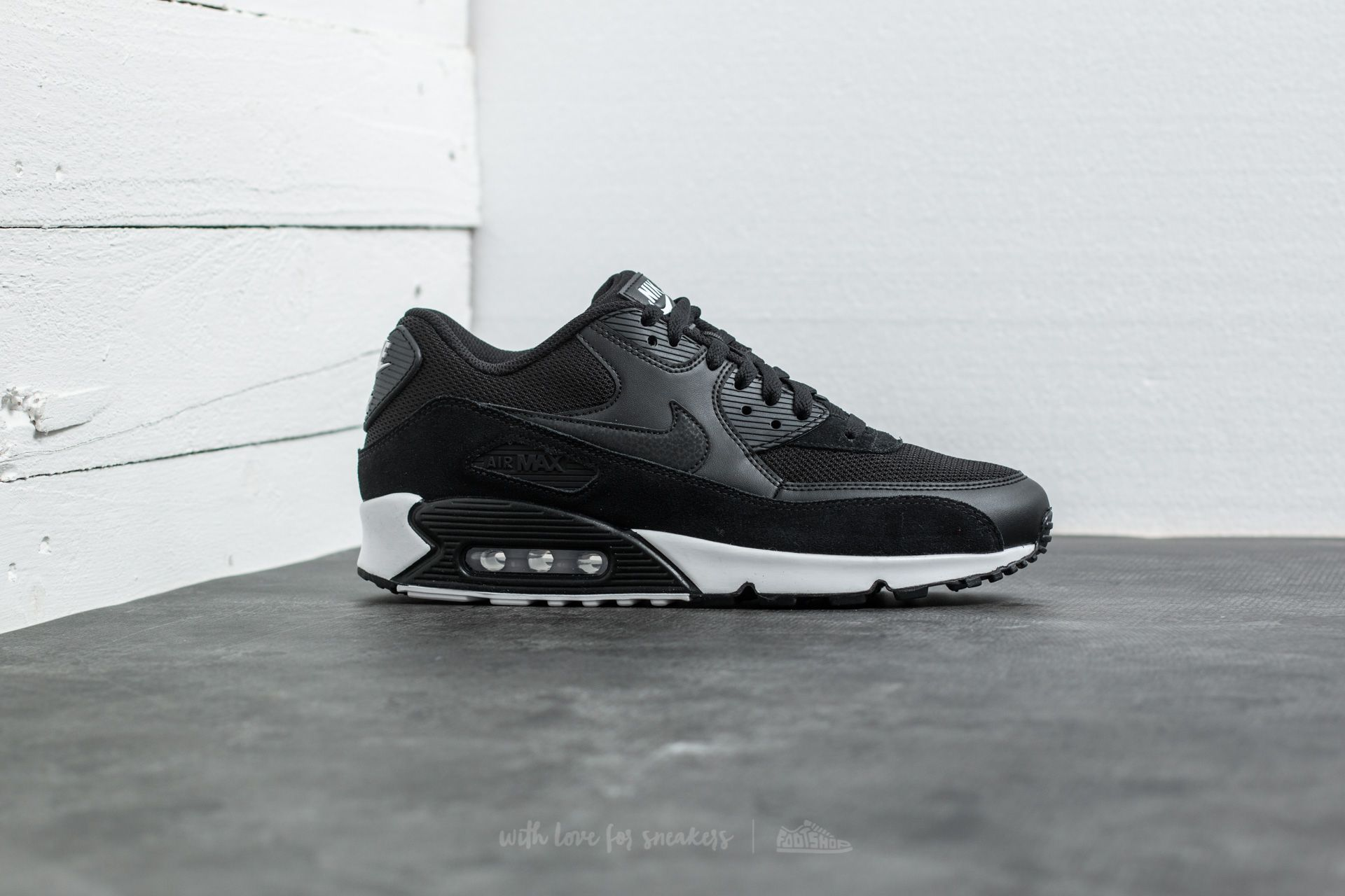 reputable site cc5f8 80c2e Nike Air Max 90 Essential Black  Black-White at a great price 139 €