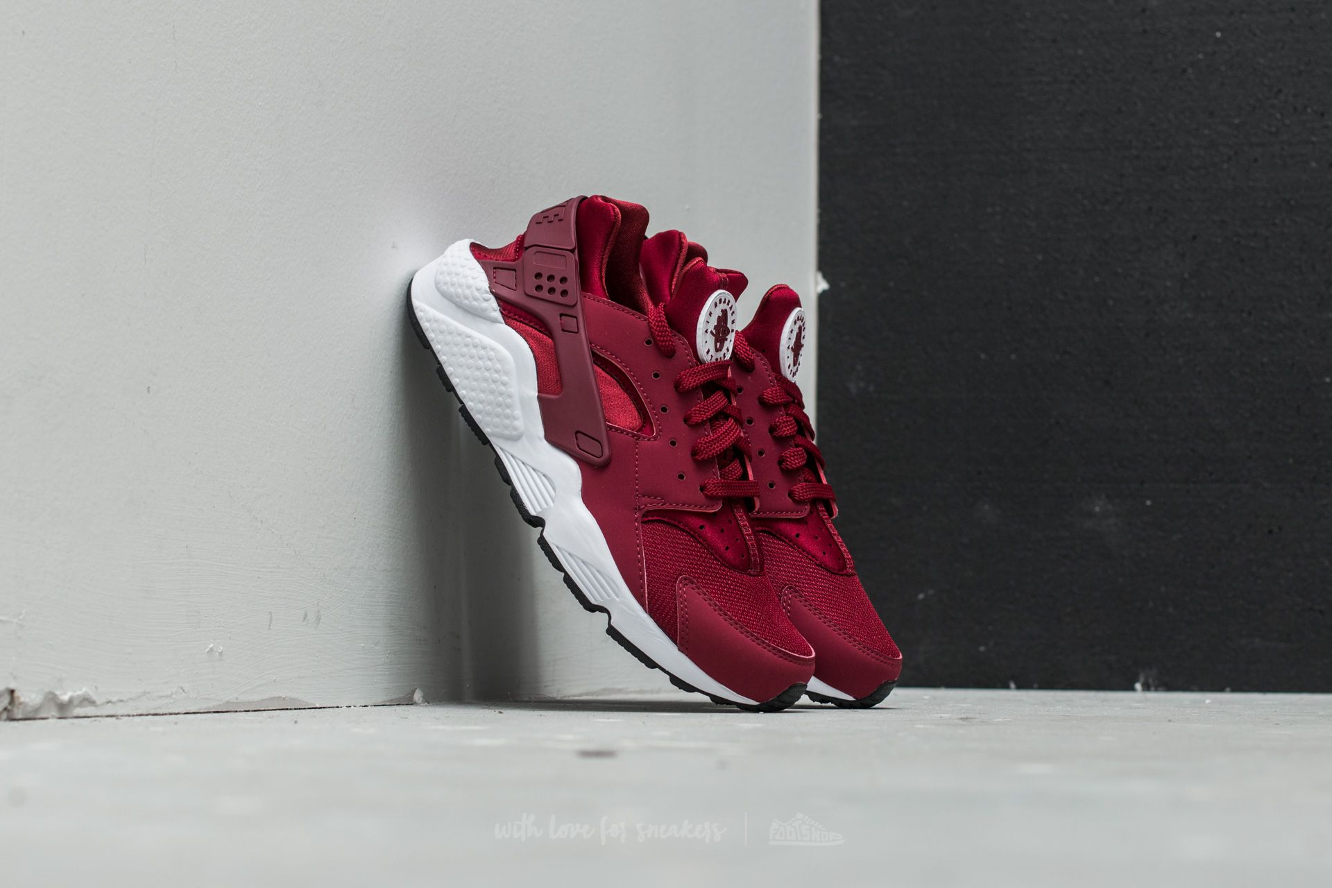 e9ccede57c03b Nike Air Huarache Team Red  Team Red-White-Black