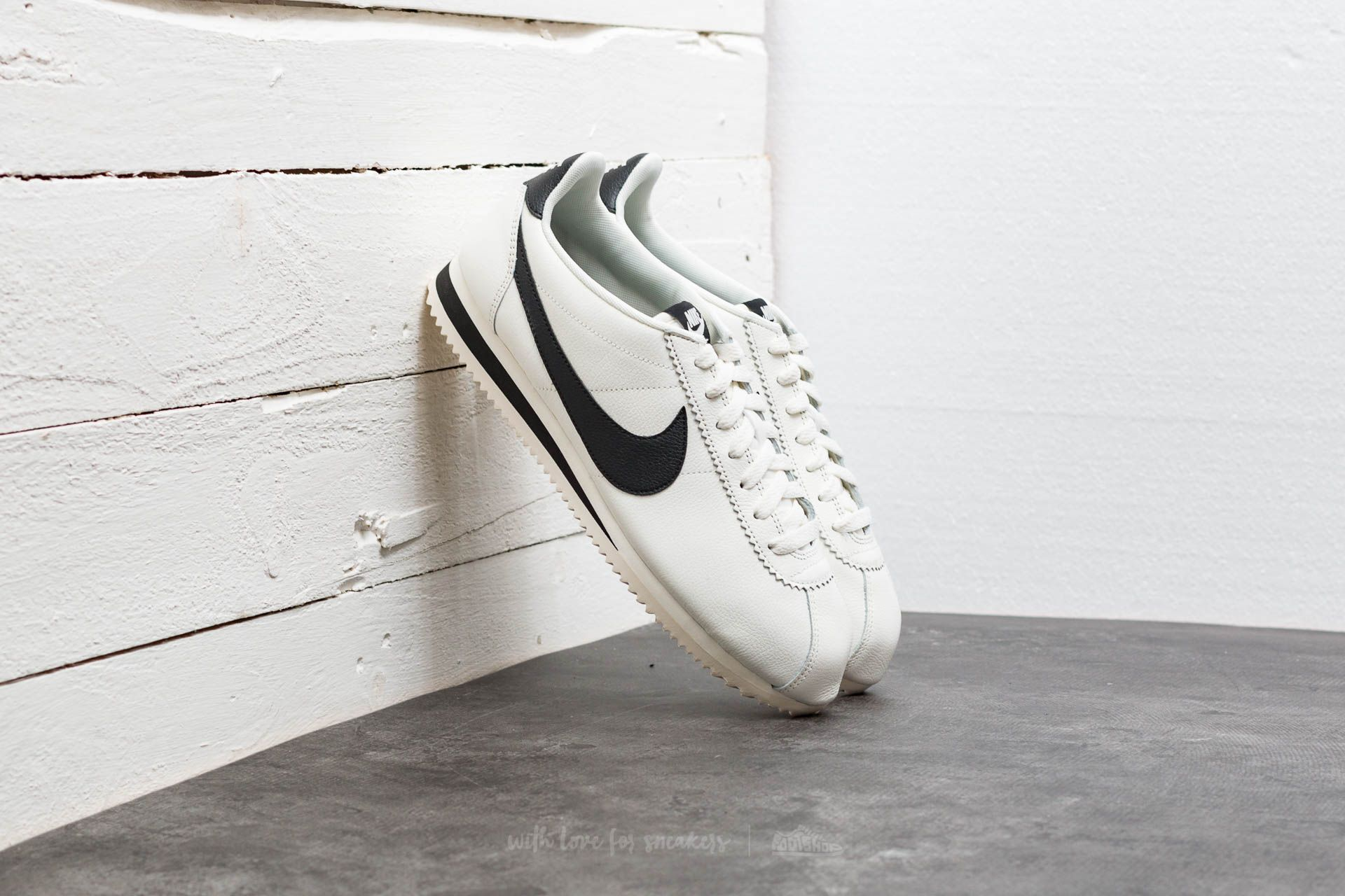 967054fc6e6 Nike Classic Cortez Leather SE Sail  Black