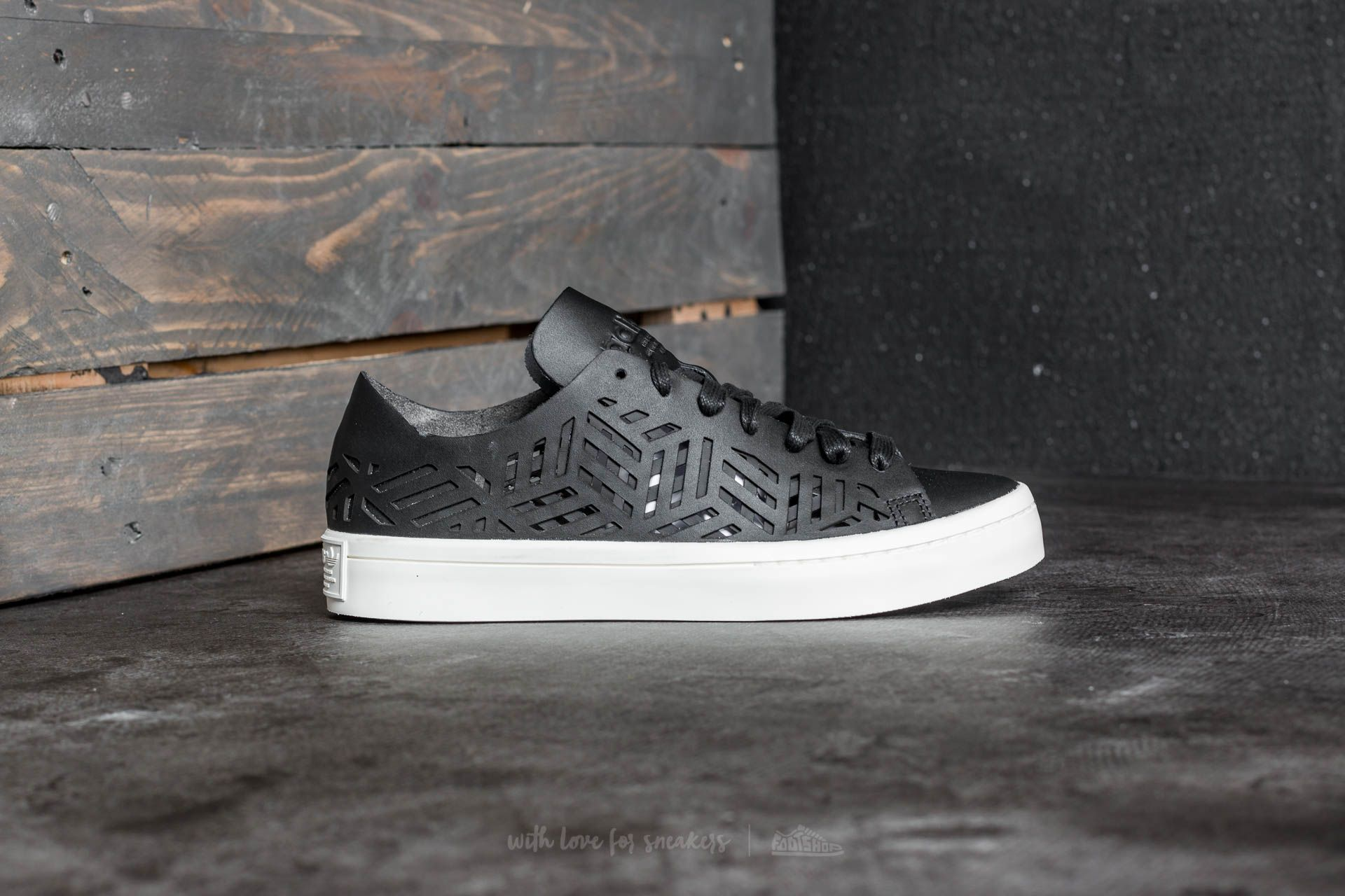 adidas Courtvantage Cutout W shoes black