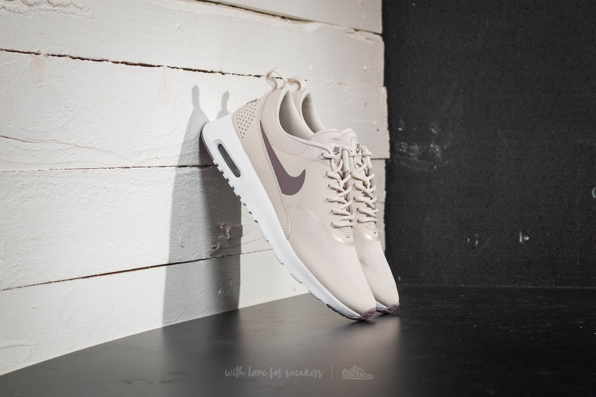 Nike Wmns Air Max Thea Light Orewood Brown Taupe Grey
