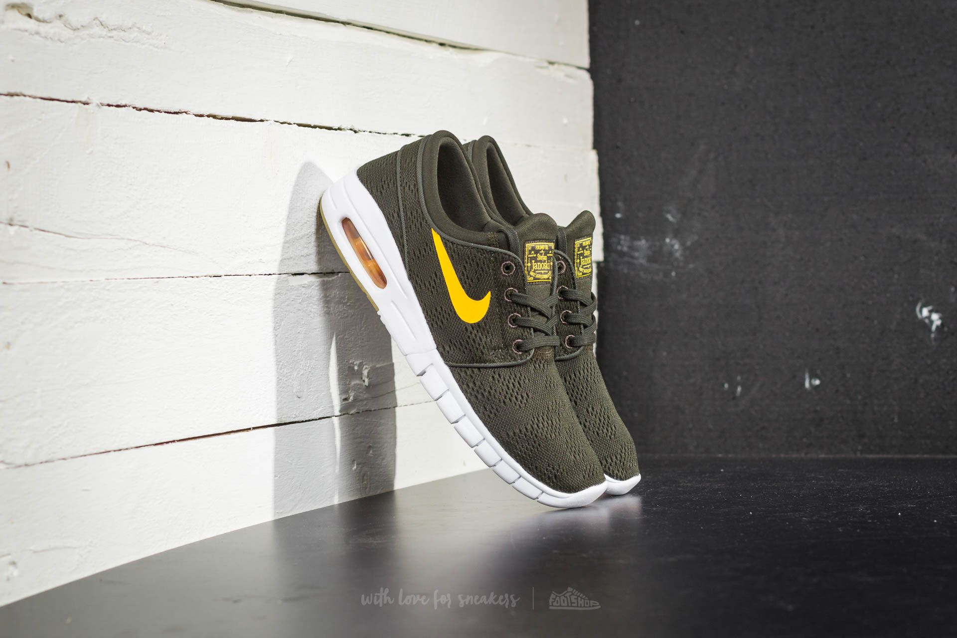 timeless design 2df06 ee078 Nike Stefan Janoski Max. Sequoia  Circuit Orange