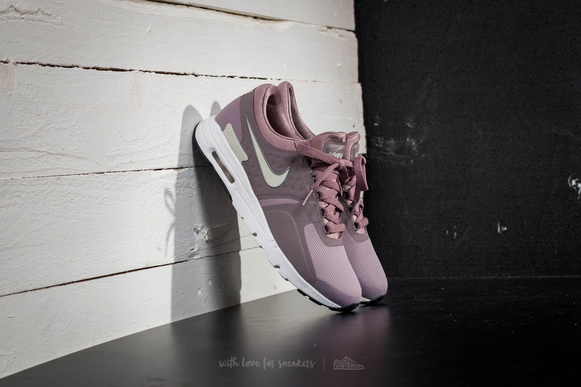 1f04d8101 Nike Wmns Air Max Zero Taupe Grey  Lt Orewood Brown