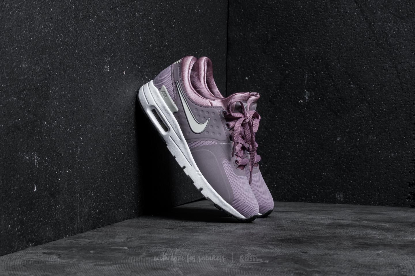 559df2a37 Nike Wmns Air Max Zero Taupe Grey  Light Orewood Brown