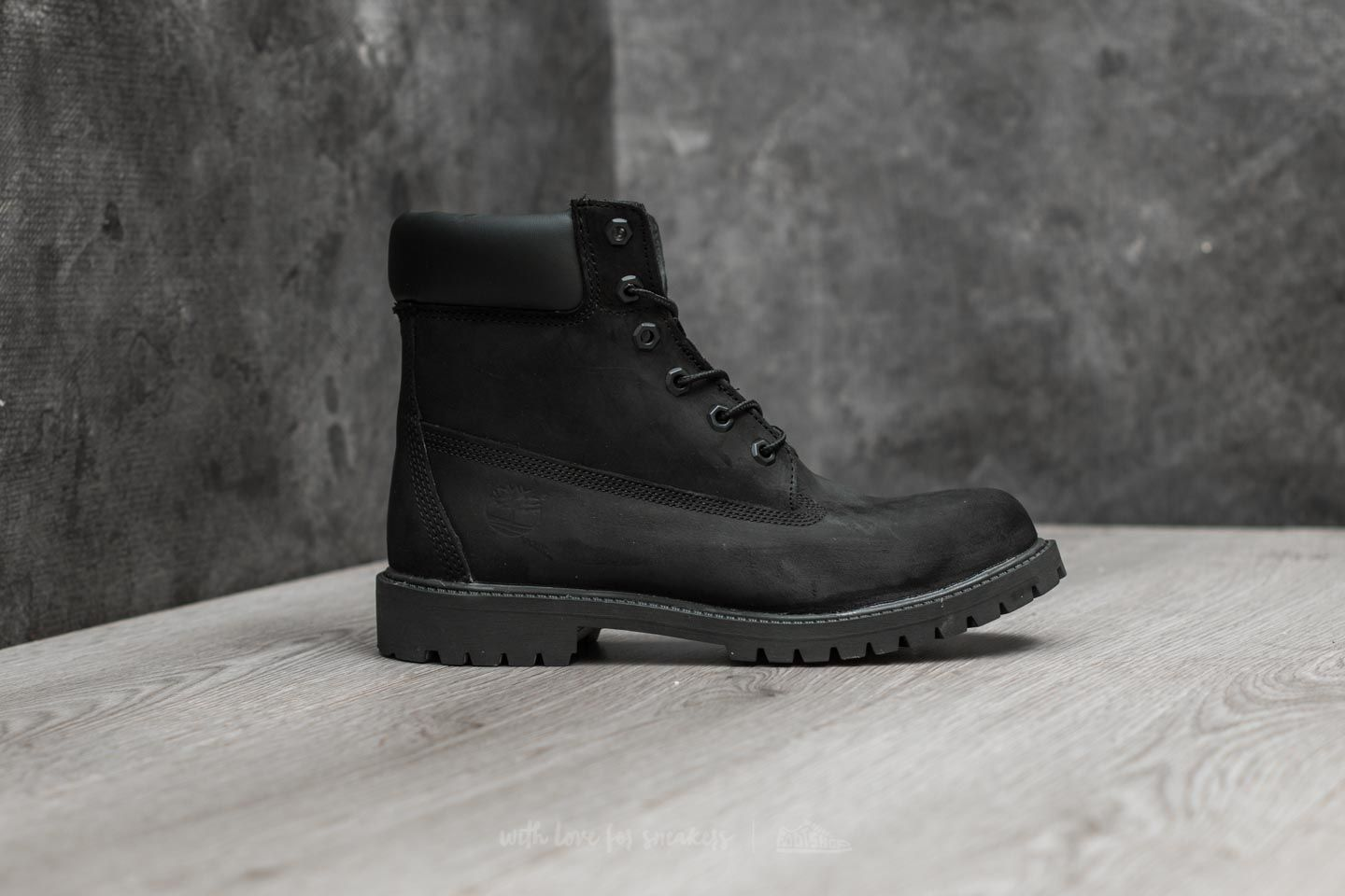 6e550637dc08 Timberland Junior 6IN Premium Black Nubuck at a great price 77 € buy at  Footshop