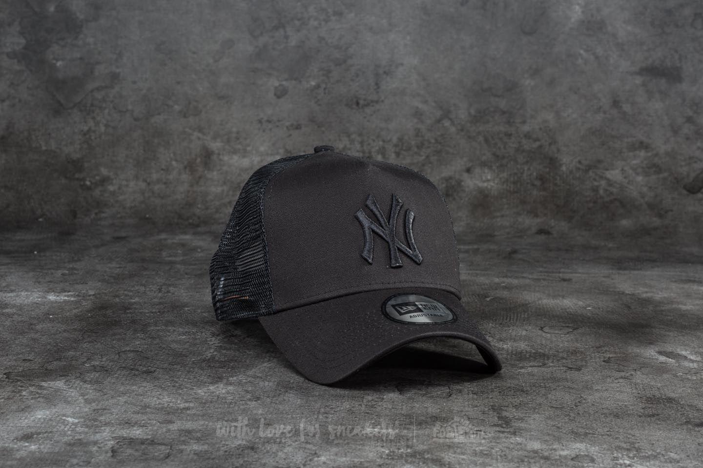 94ae3699b34 New Era 9Forty League Essential New York Yankees Trucker Black ...