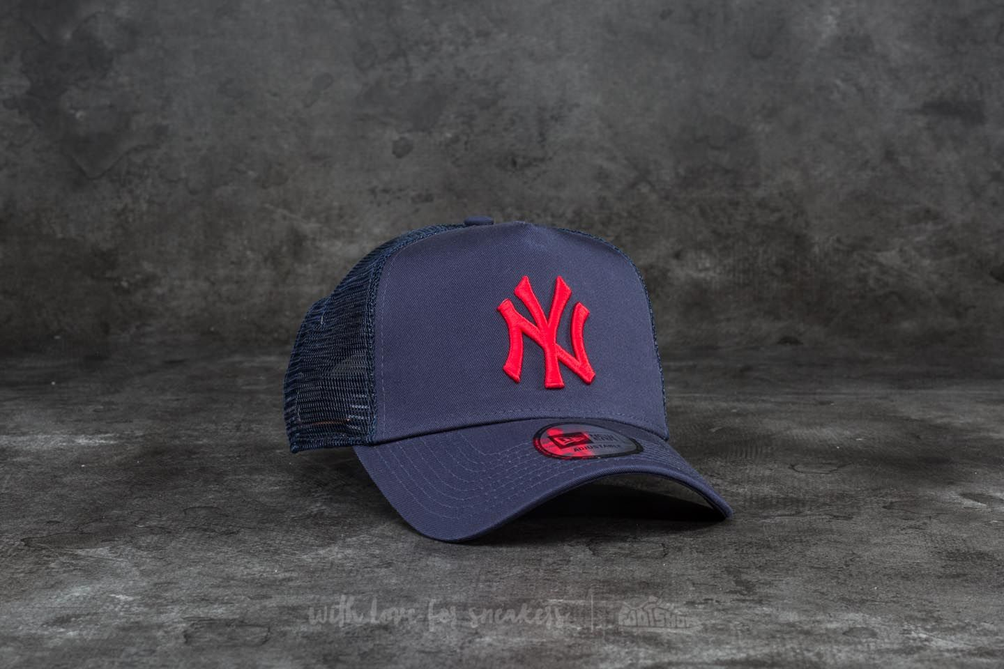 New Era 9Forty League Essential New York Yankees Trucker Navy  Red ... 91ef4c4f39