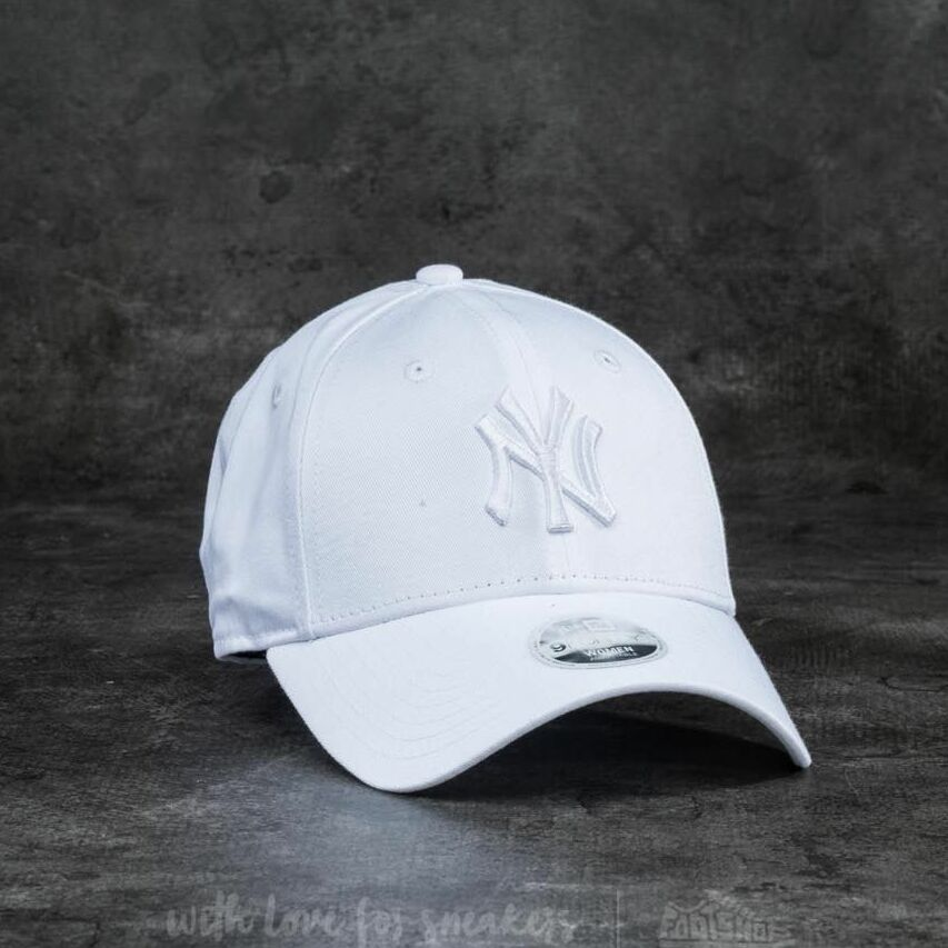 New Era 9Forty Women Essential New York Yankees Cap White univerzálna