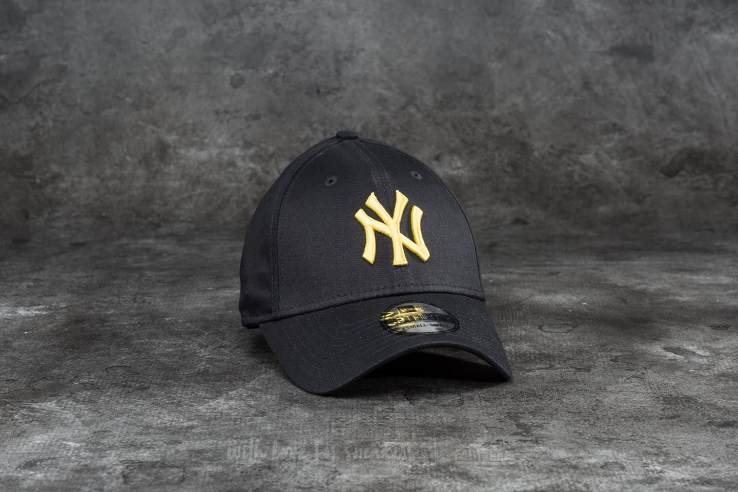 ea32b8ca562802 New Era 39Thirty League Essential New York Yankees Cap. Black/ Yellow