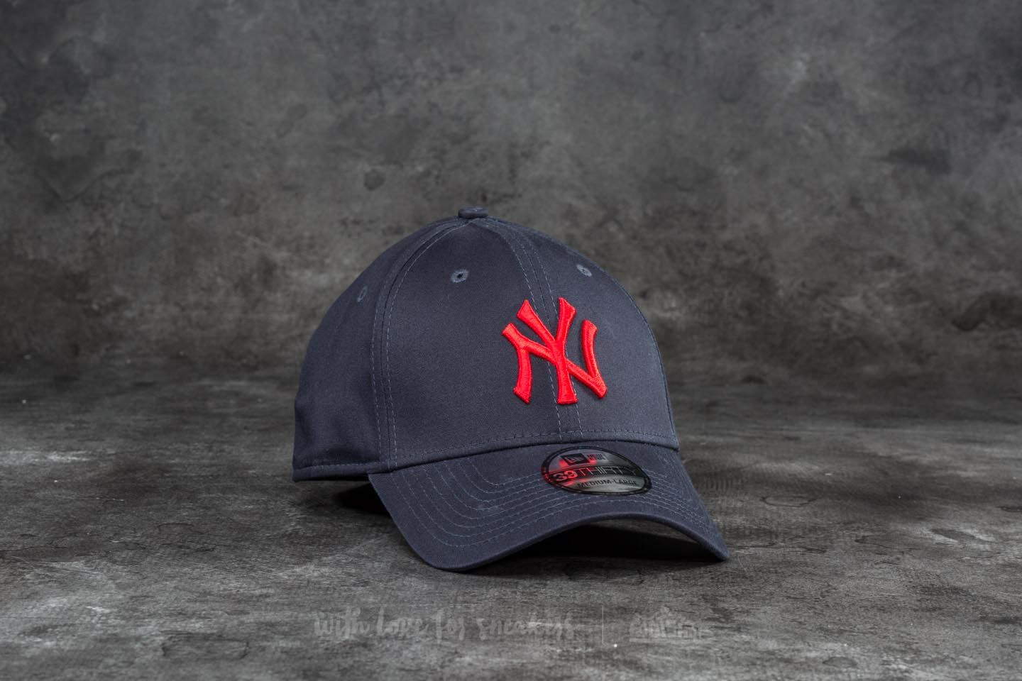 0ee2f22caf1 New Era 39Thirty League Essential New York Yankees Cap Navy  Red