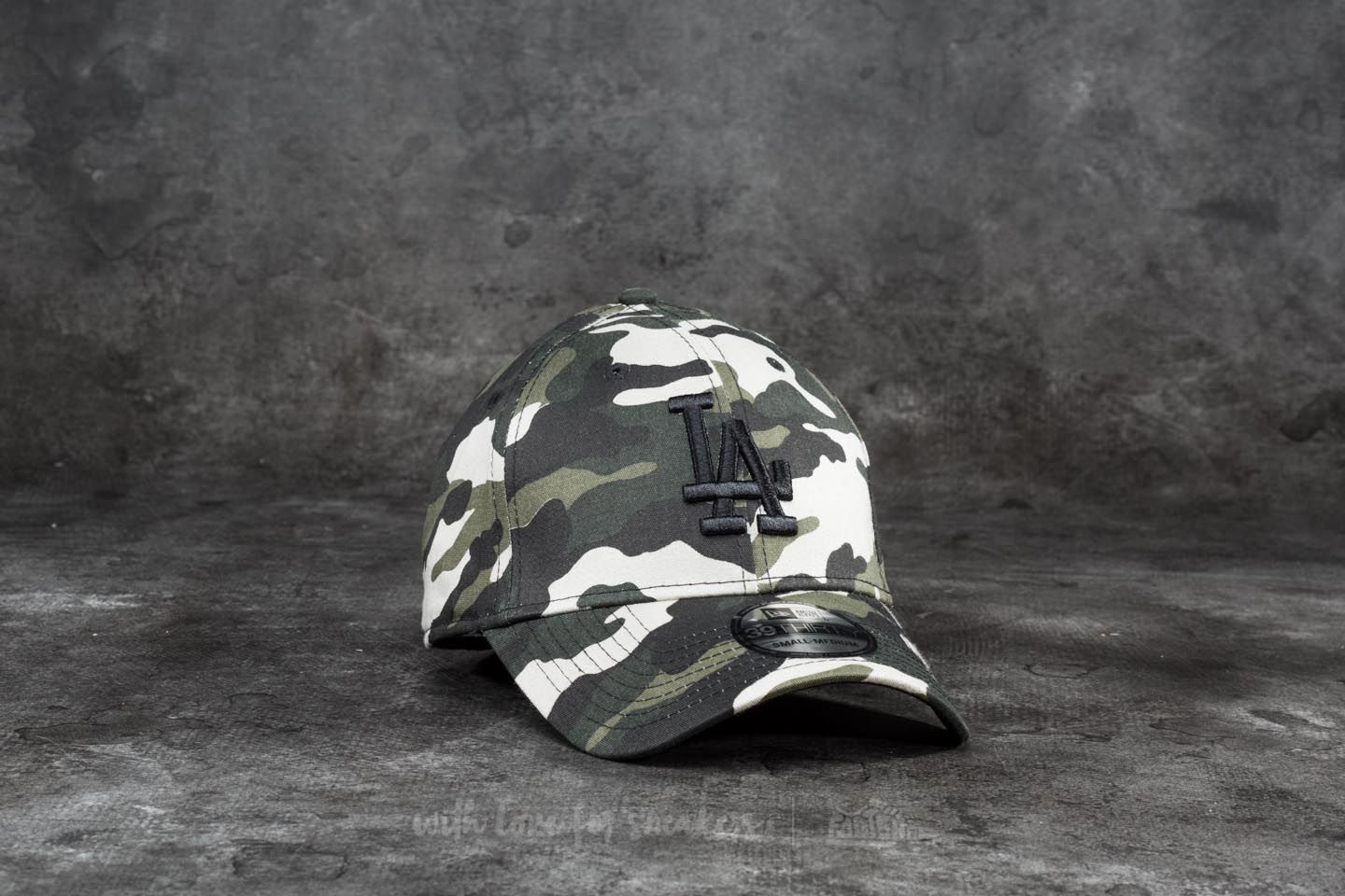 New Era 39Thirty League Essential Los Angeles Dodgers Cap Woodland Camo