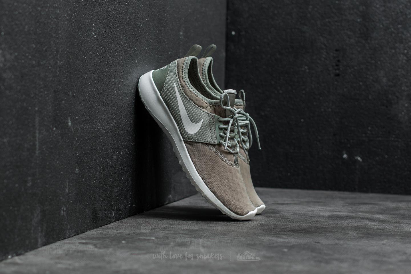 e32280dacc77 Nike Wmns Juvenate Dark Stucco  River Rock