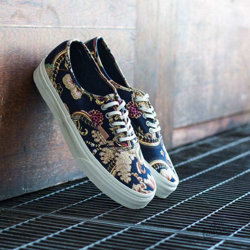 super popular 50991 b2e47 Vans Authentic California (Royal Paisley) Dress Blues