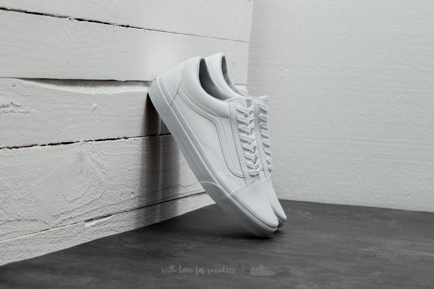 44718e712eae Vans Old Skool (Classic Tumble) True White at a great price 70 € buy