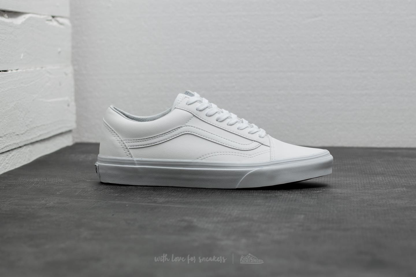 56c55e4fc1 Vans Old Skool (Classic Tumble) True White at a great price 85 € buy