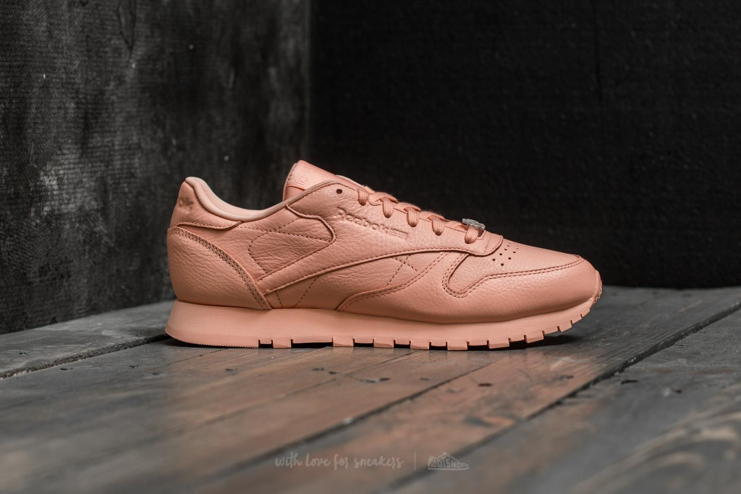 7ec805fa691e1 Reebok Classic Leather L Grit-Peach Twist  Sleek Met at a great price £