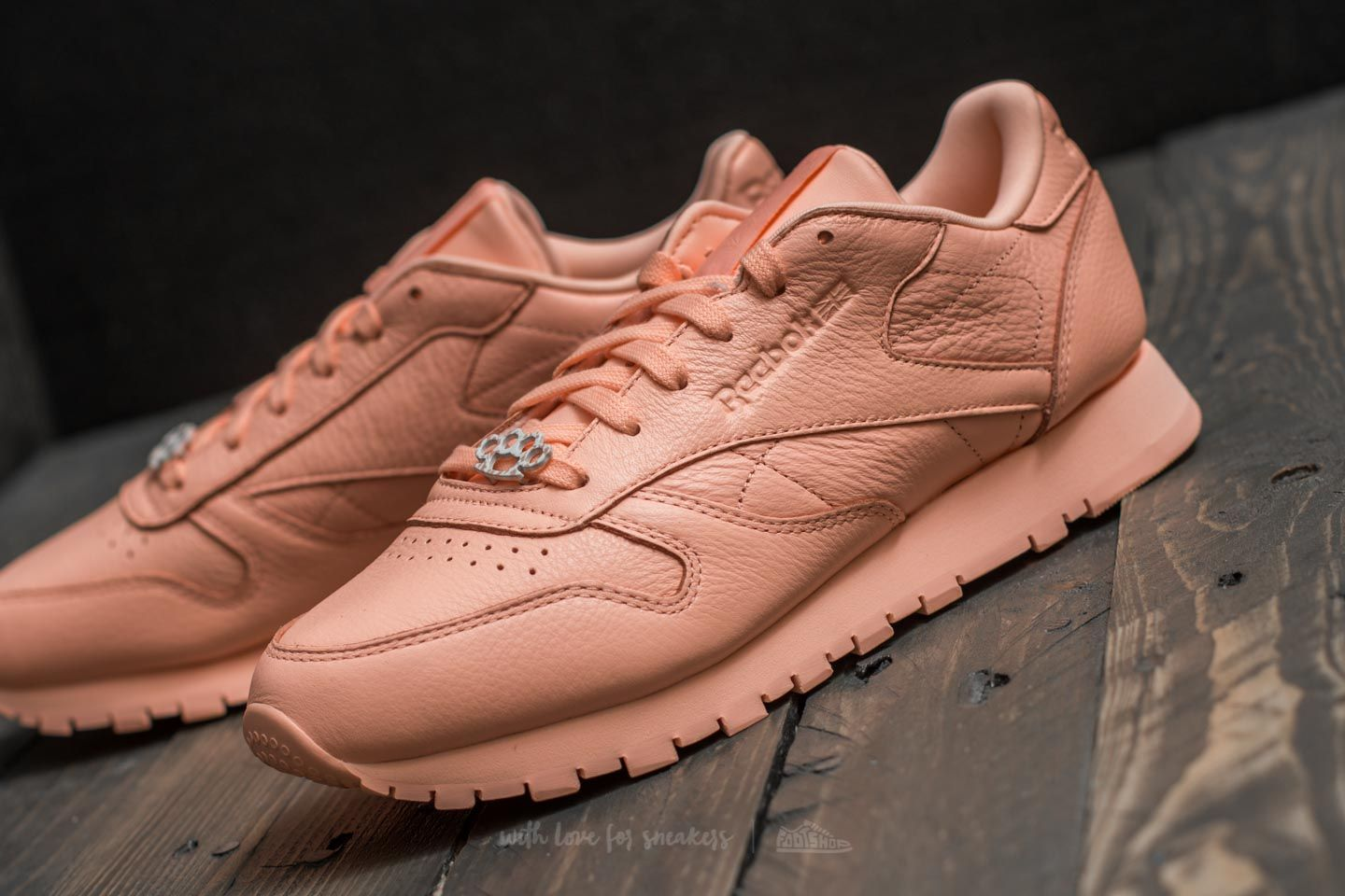 096523bc890334 Reebok Classic Leather L Grit-Peach Twist  Sleek Met at a great price 59