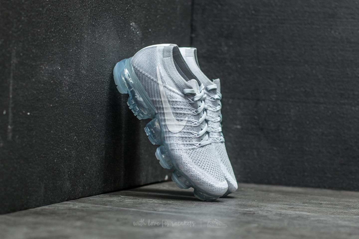 outlet store 4b283 97cd2 Nike Air Vapormax Flyknit. Pure Platinum  White-Wolf Grey