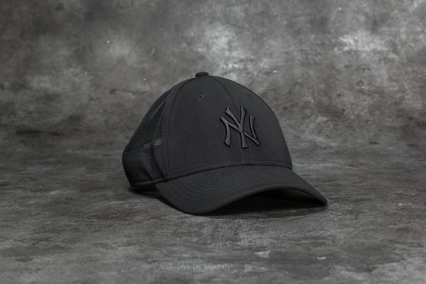 d02c449bc68cc New Era 9Forty Women Sportmesh New York Yankees Cap Black ...