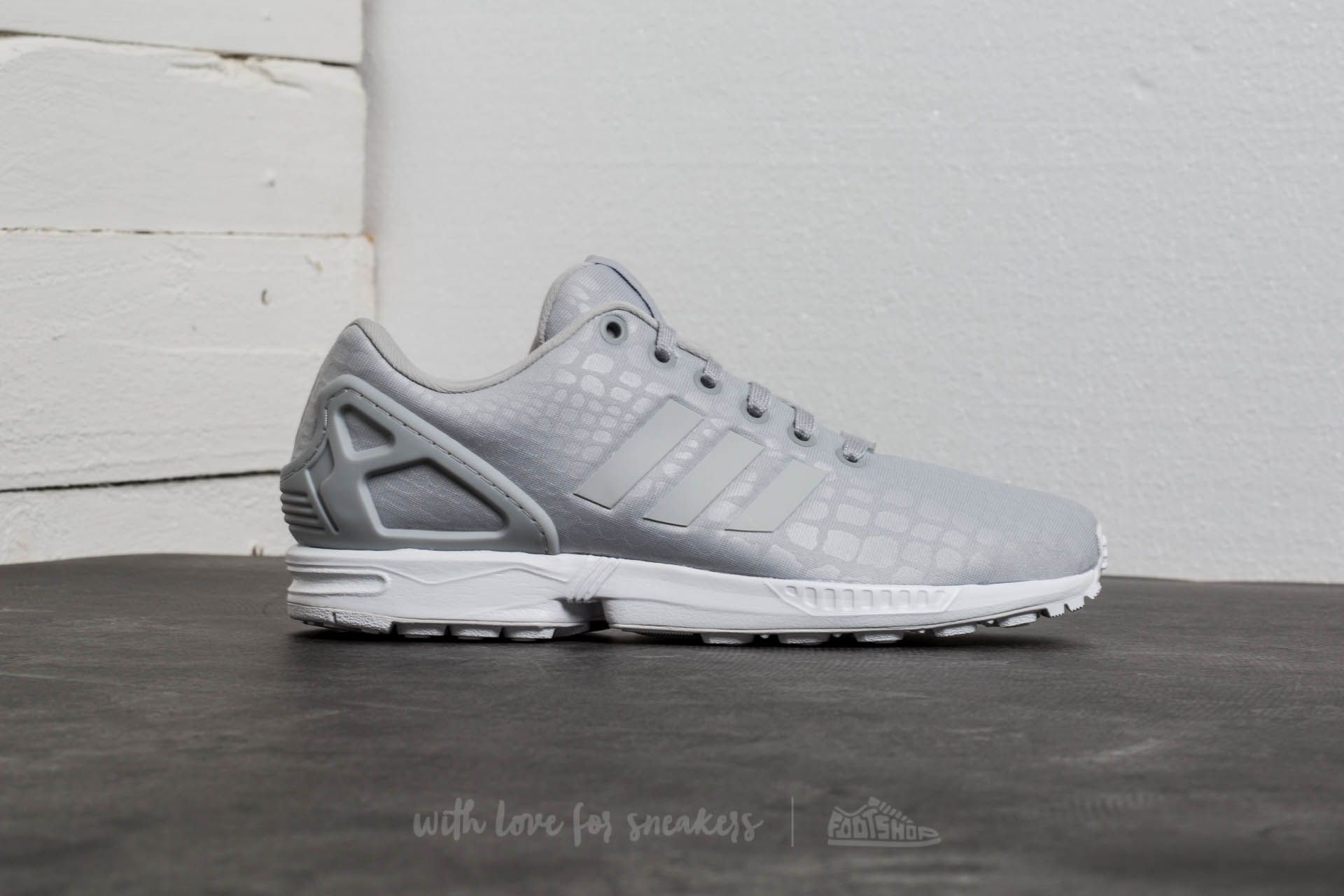acf81fbab8924 ... usa adidas zx flux w grey two grey two ftw white at a great price cf14d