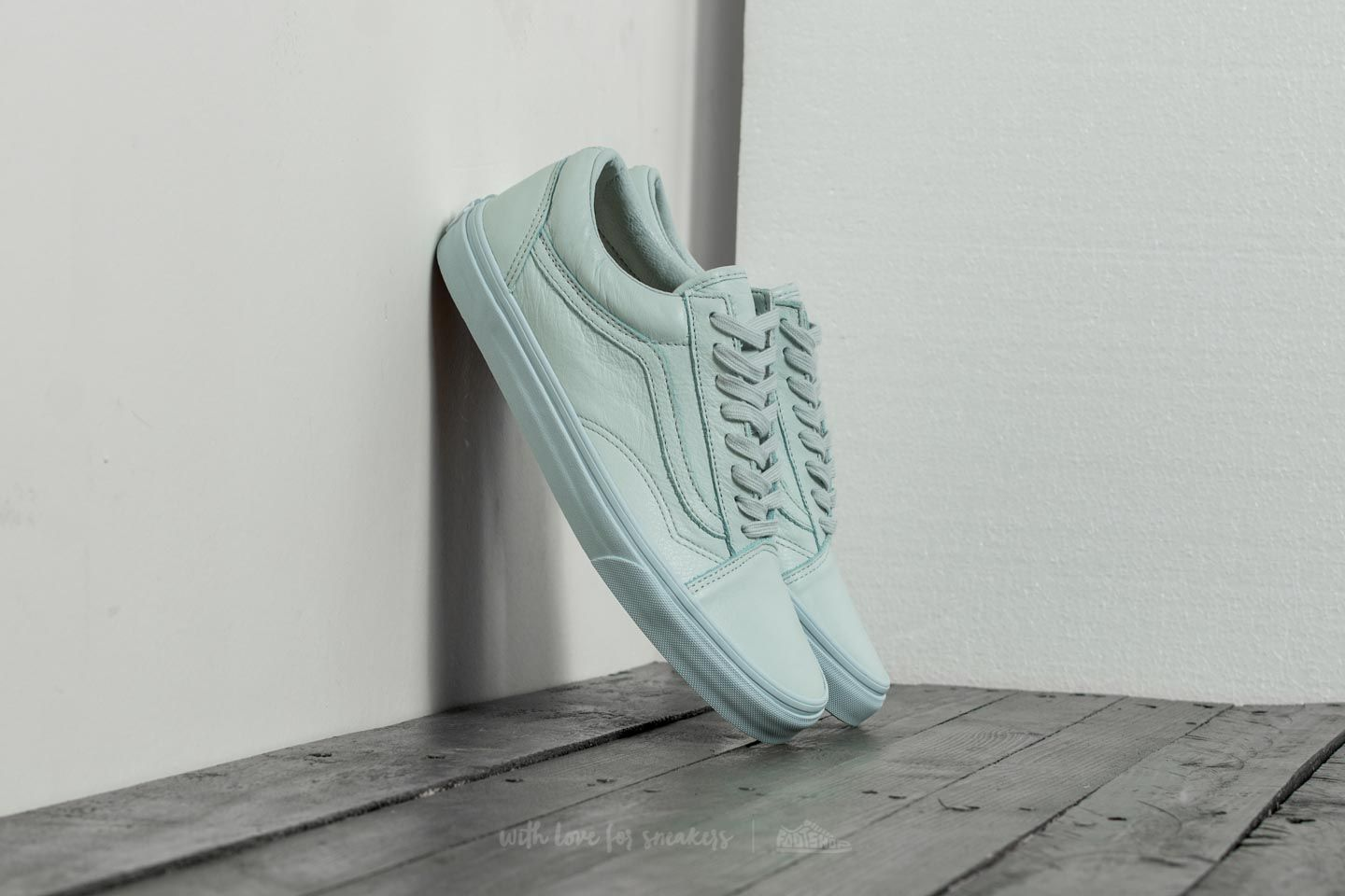 b89a6a2c18bcfd Vans Old Skool (Leather) Mono  Ice Flow