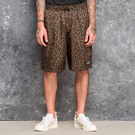 Rancore Recitare Aggrovigliati  Pants and jeans adidas Allover Print NMD Shorts Multicolor