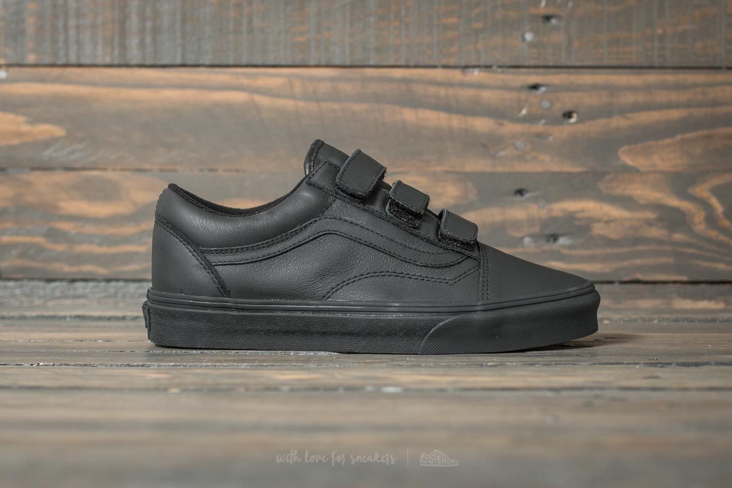 127f8a8319 Vans Old Skool V (Mono Leather) Black at a great price 50 € buy