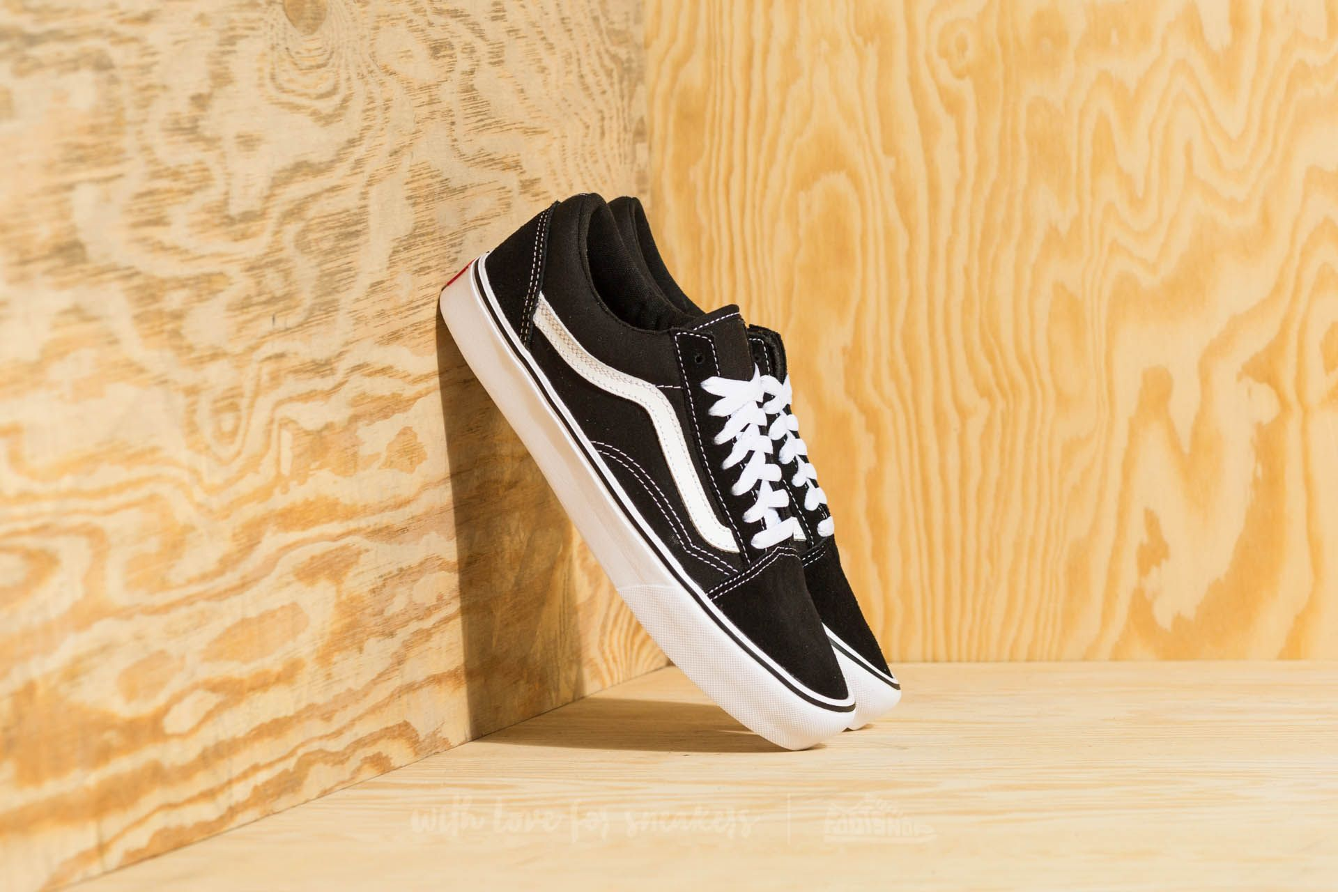 2c95ee2e902 Vans Old Skool Lite (Suede  Canvas) Black  White za skvělou cenu 1