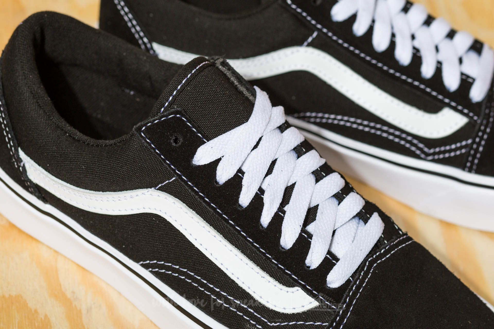 Vans Old Skool Lite (Suede  Canvas) Black  White at a great price dc052c760f6