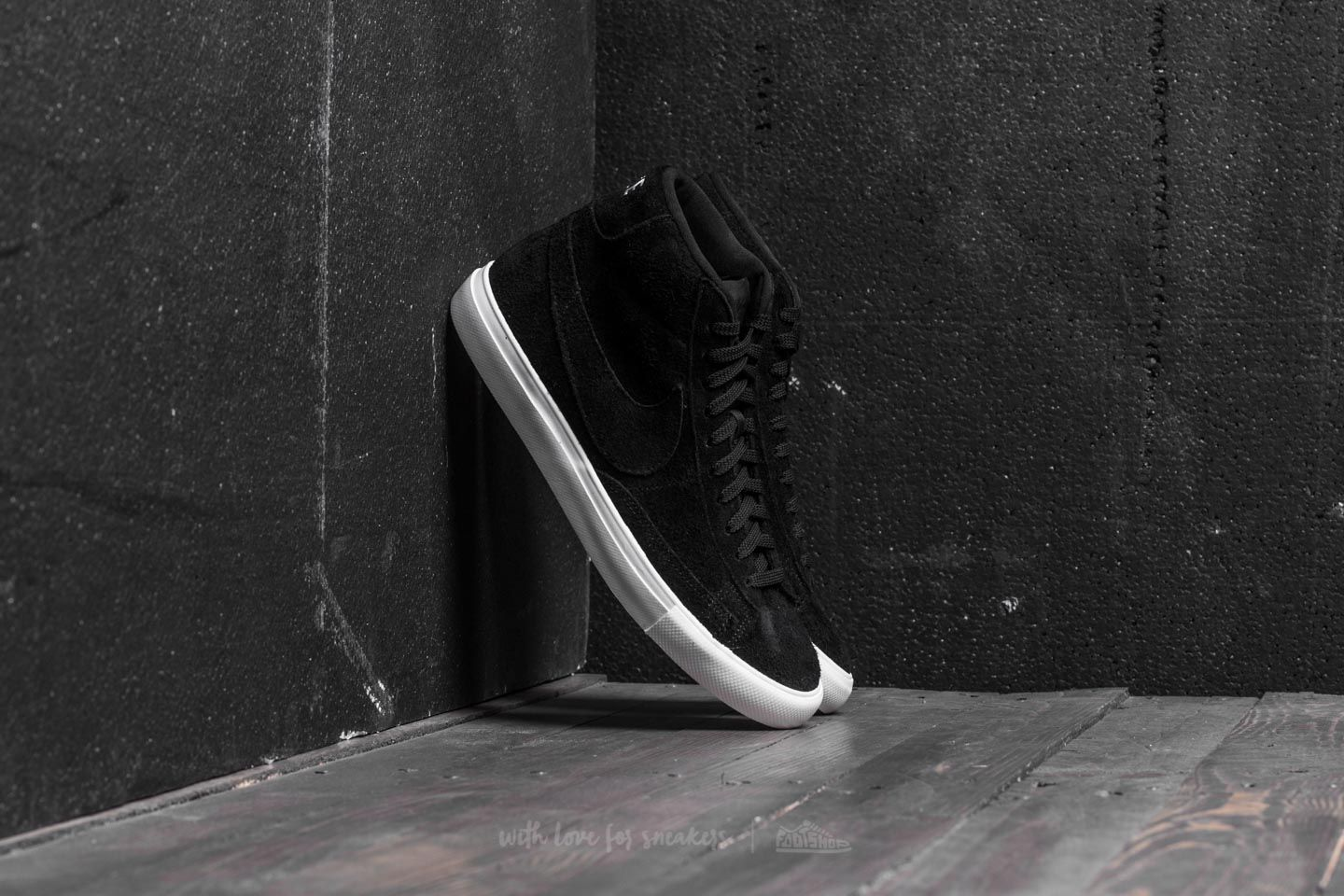 Nike Blazer Mid Black  Black-Summit White  9b7bad7bd