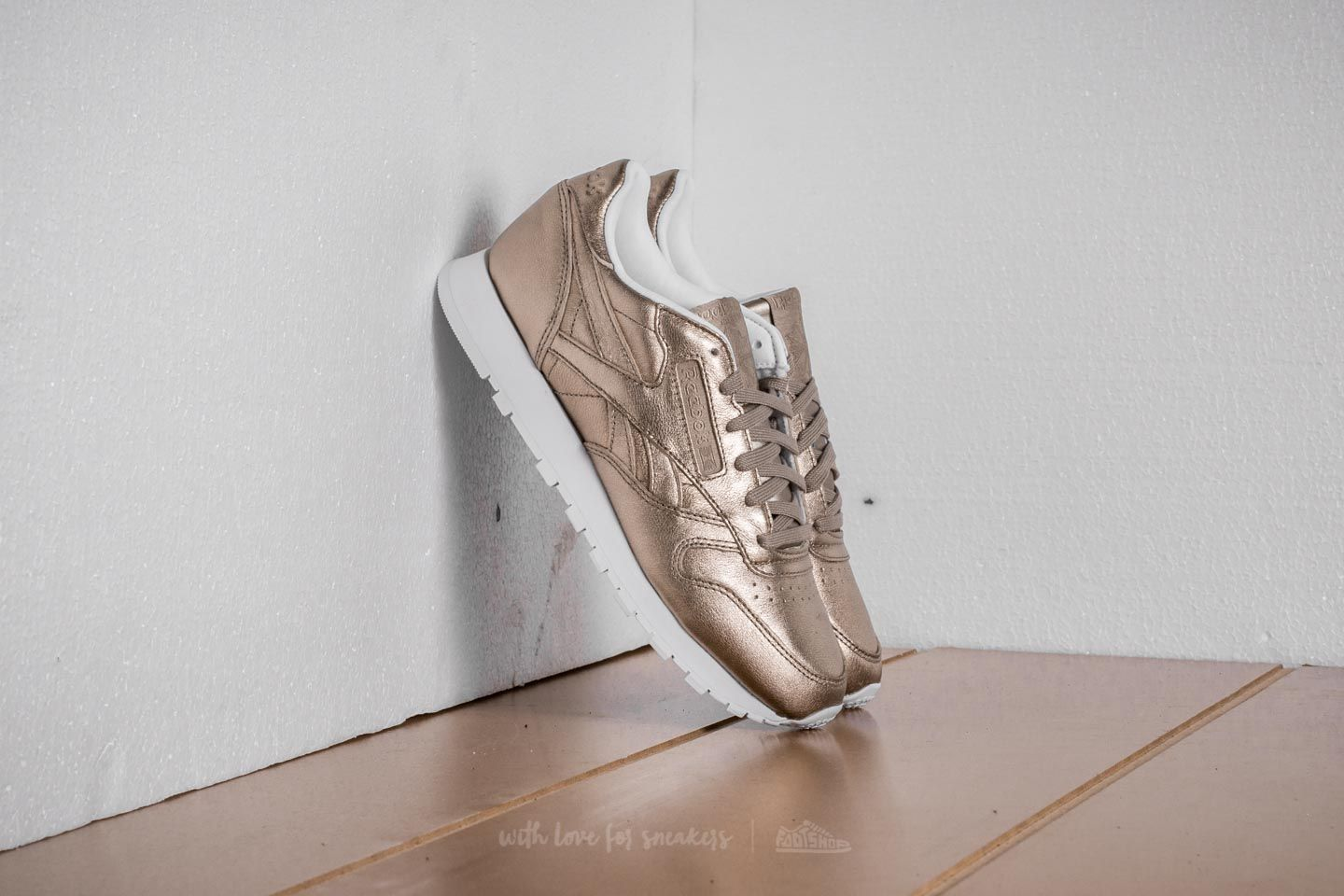 Reebok Classic Leather Melted Metal Pearl Met-Grey Gold  White ... e0e01ce1f