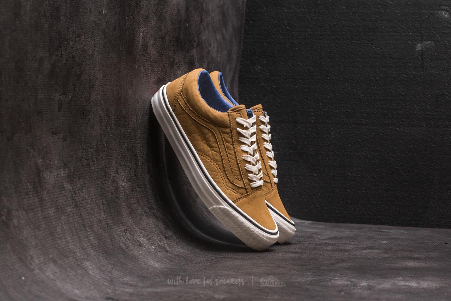 542509c1f55c Vans OG Old Skool LX (Nubuck) Medal Bronze at a great price 56 €