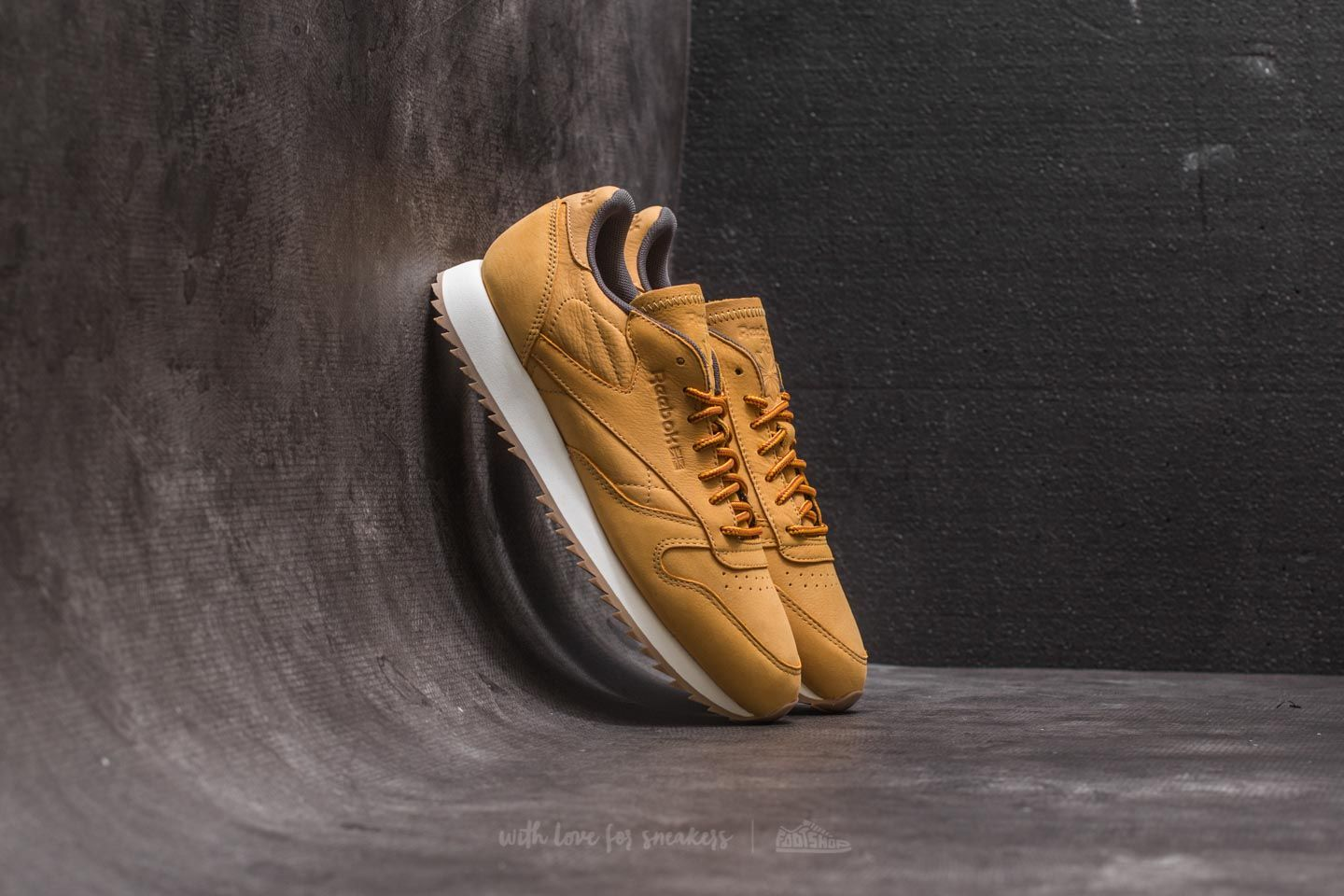 877a163dc83 Reebok Classic Leather Ripple WP Golden Wheat  Urban Grey  Chalk ...