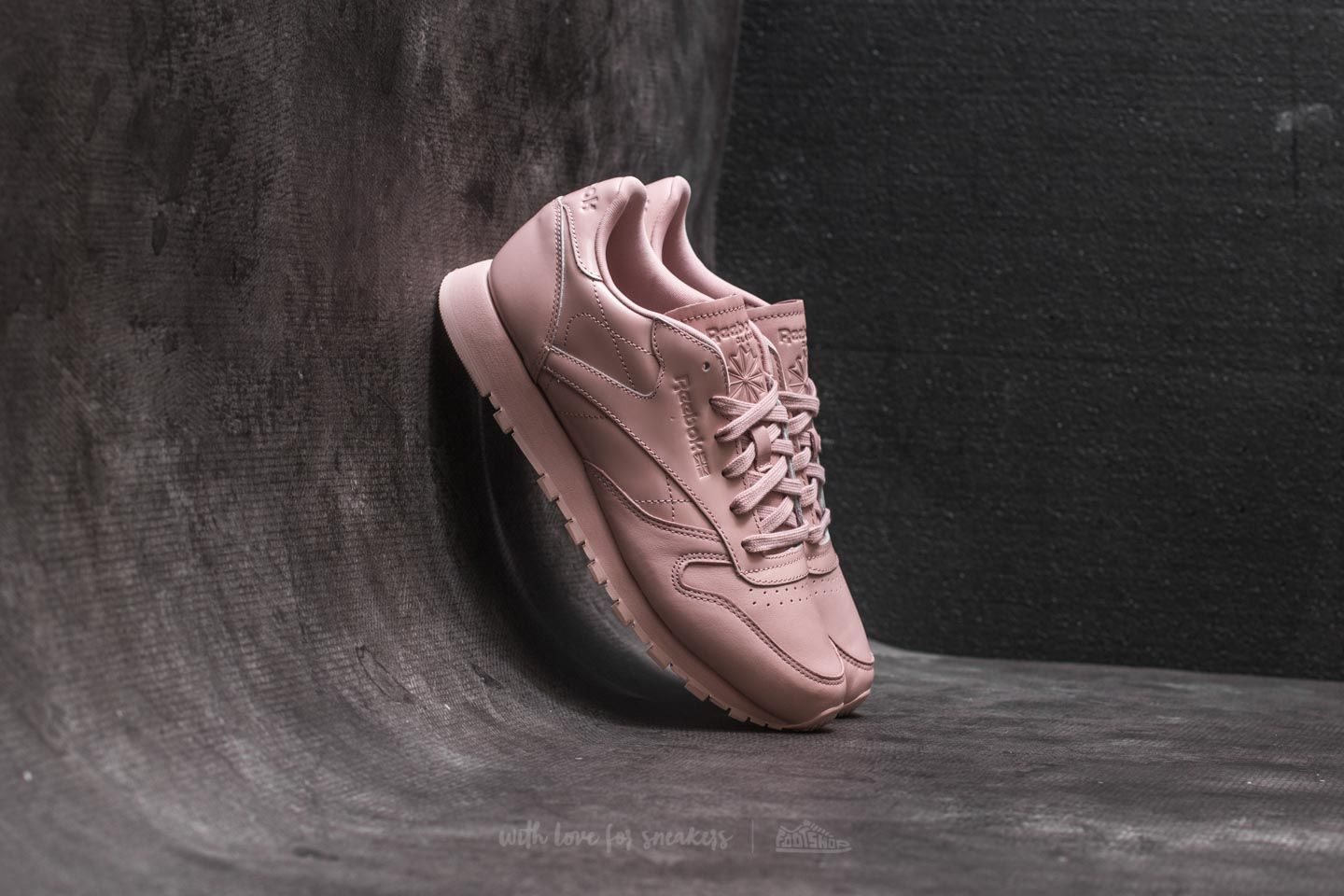 8973f5cde3dad Reebok Classic Leather IL Shell Pink