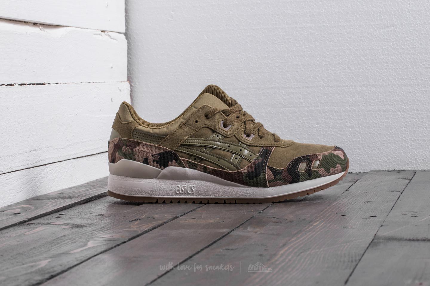2724f337e995 Asics Gel-Lyte III Martini Olive  Martini Olive at a great price 89 €
