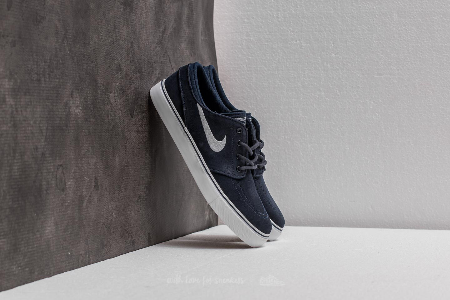 the latest e07e9 020f2 Nike Stefan Janoski (GS). Obsidian  Wolf Grey- White