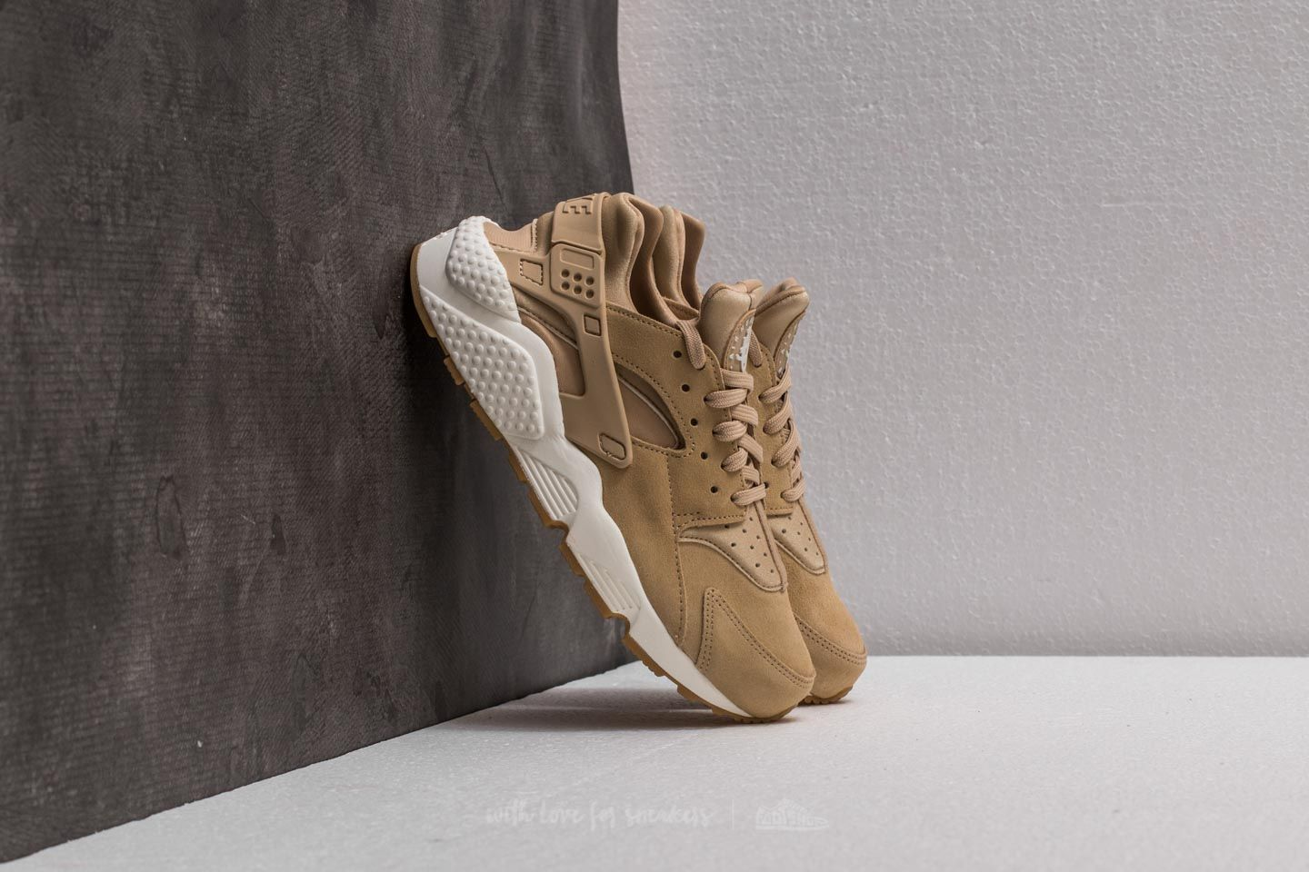 deca24419fc8 Nike Wmns Air Huarache Run SD Mushroom  Light Bone-Sail