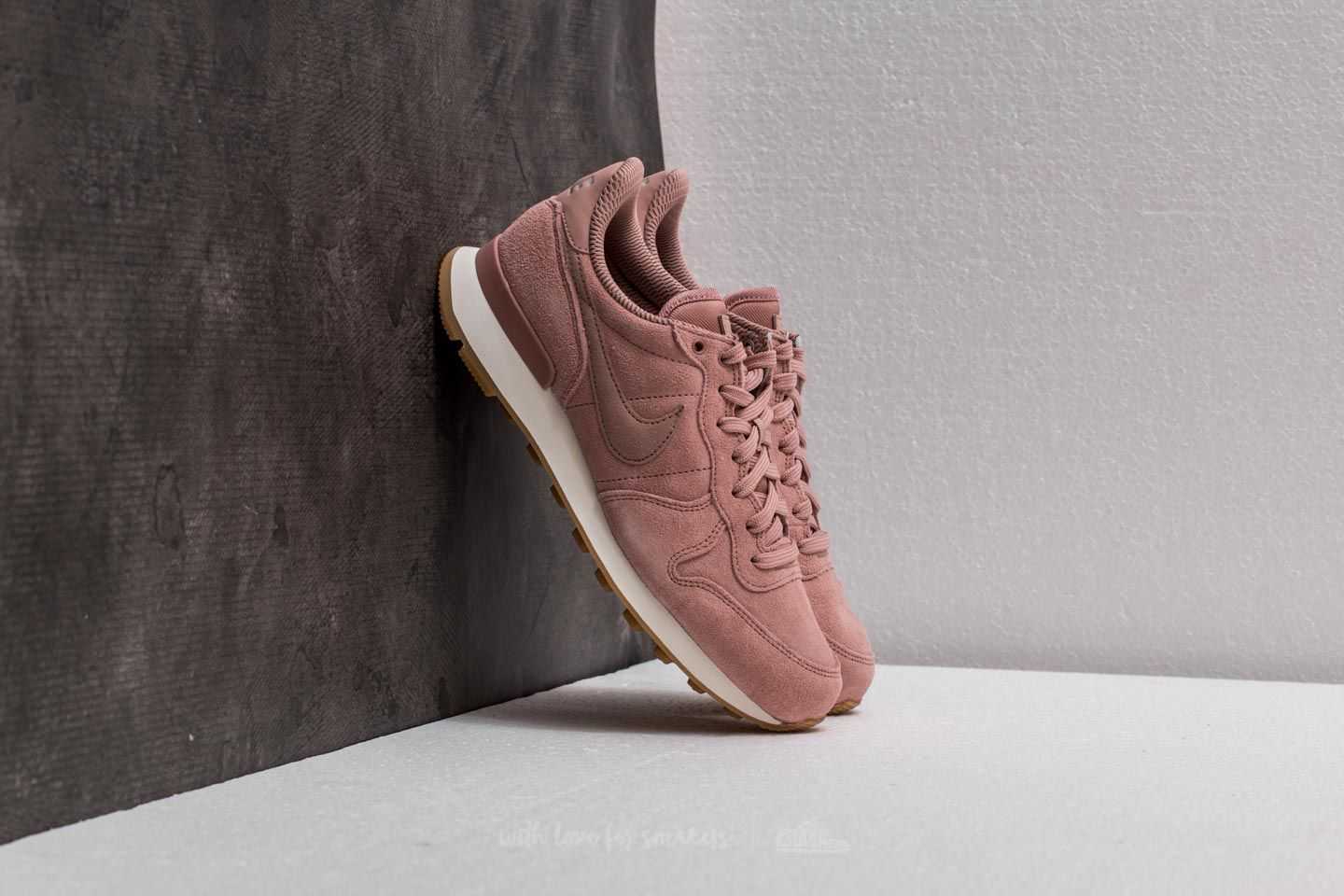 94993bf1e88c05 Nike W Internationalist SE Particle Pink  Particle Pink