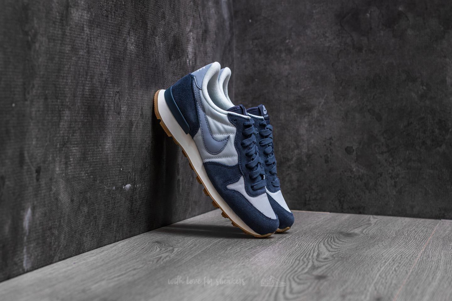 sale retailer 9b82e d92d1 Nike Wmns Internationalist. Summit White  Glacier Grey