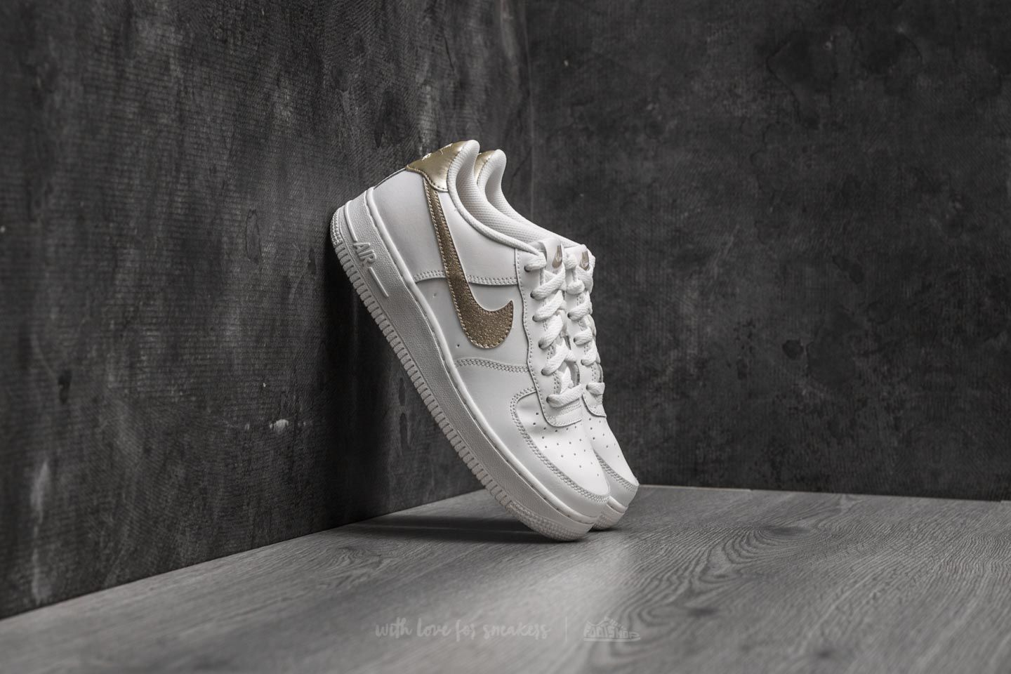 promo code cadc9 89320 Nike Air Force 1 (GS). Summit White  Metallic Gold Star